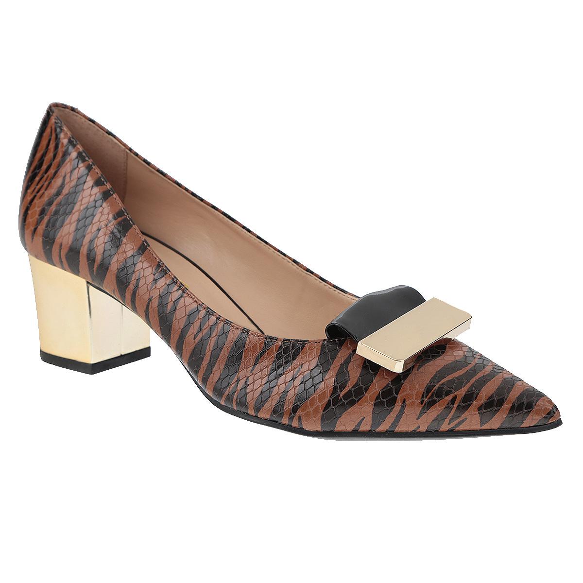 Туфли3474421Женские туфли на каблуке от Tabita прекрасно подчеркнут ваш стиль. Верх модели выполнен из натуральной кожи и оформлен звериным принтом. Декорирована модель вставкой из лакированной кожи и пластиной с металлическим блеском. Внутренняя часть и стелька из натуральной кожи гарантируют комфорт и удобство при ходьбе. Устойчивый широкий каблук, стилизованный под металлический, подарит комфорт и уверенность при ходьбе. Подошва выполнена из прочного полимера с противоскользящим рифлением. Такие туфли станут прекрасным дополнением вашего гардероба. Они сделают вас ярче и подчеркнут вашу индивидуальность!