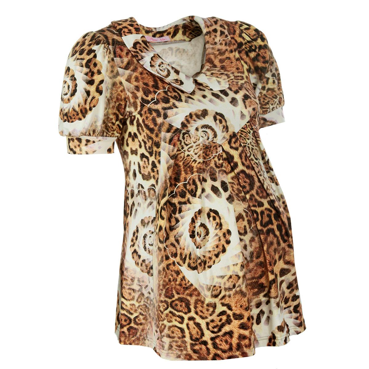 Блузка1314.1Женственная, изящная блуза для будущих мам Nuova Vita, изготовленная из эластичной вискозы, прекрасно подойдет на любом сроке беременности. Покрой модели прост, но при этом элегантен. Данная модель с короткими рукавами-фонариками и отложным воротничком не только идеально сидит на любой фигуре, но и, благодаря леопардовому принту, всегда в моде. Вискоза является волокном, произведенным из натурального материала - целлюлозы (древесины). Иногда ее называют древесный шелк. Эта ткань на ощупь мягкая и приятная, образует красивые складки. Материал очень хорошо впитывает влагу, не образует катышек со временем, не выцветает на солнце и обладает приятным шелковистым блеском. Такая блуза очень женственно смотрятся на фигуре с округлым животиком будущей мамы и, за счет удачного кроя, ее можно носить и после периода беременности. Она прекрасно сочетается с бриджами, леггинсами, капри, шортами и длинными брюками, с джинсами, а также с некоторыми фасонами юбок.