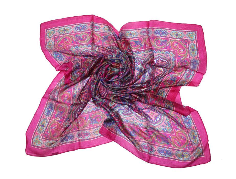 Платок женский. 494135н494135нЛегкий и воздушный платок Ethnica станет великолепным завершением любого наряда. Платок изготовлен из шелка и окрашен с применением натуральных красителей. Он оформлен красочным этническим принтом. Классическая квадратная форма позволяет носить его на шее, украшать прическу или декорировать сумочку. Мягкий и шелковистый платок поможет вам создать оригинальный женственный образ. Такой платок превосходно дополнит любой наряд и подчеркнет ваш неповторимый вкус и элегантность.