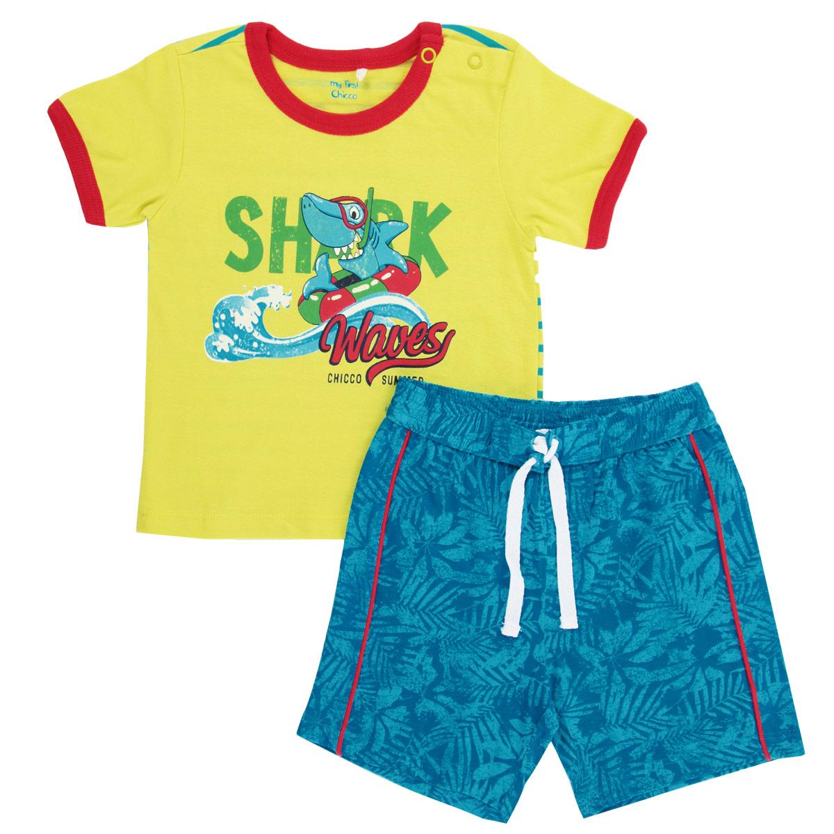Комплект для мальчика: футболка, шорты. 90704029070402Комплект для мальчика Chicco, состоящий из футболки и шорт, идеально подойдет вашему ребенку. Изготовленный из натурального хлопка, он необычайно мягкий и приятный на ощупь, не сковывает движения и позволяет коже дышать, не раздражает даже самую нежную и чувствительную кожу ребенка, обеспечивая ему наибольший комфорт. Футболка с короткими рукавами и круглым вырезом горловины имеет застежки-кнопки по плечу, что помогает с легкостью переодеть ребенка. Спереди изделие оформлено оригинальной термоаппликацией на морскую тематику, а сзади - принтом в полоску. Вырез горловины и низ рукавов дополнены трикотажной эластичной резинкой. Шортики на талии имеют широкую эластичную резинку с контрастным шнурком, благодаря чему они не сдавливают живот ребенка и не сползают. Сзади предусмотрен накладной кармашек. Оформлены шортики оригинальным растительным принтом и украшены контрастными бейками. Оригинальный дизайн и модная расцветка делают этот комплект незаменимым предметом...
