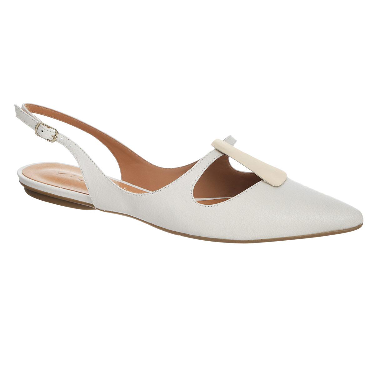 5827024Модные балетки от Vicenza займут достойное место среди вашей обуви. Модель выполнена из натуральной высококачественной кожи и оформлена широким вырезом и оригинальной металлической пластиной спереди. Заостренный носок смотрится невероятно женственно. Открытый задник обеспечивает отличную вентиляцию, позволяет вашим ногам дышать. Ремешок с металлической пряжкой прочно зафиксирует модель на вашей щиколотке. Длина ремешка регулируется за счет болта. Стелька из натуральной кожи гарантирует комфорт при ходьбе. Подошва с рифлением обеспечивает максимальное сцепление с поверхностью. Удобные балетки придутся по душе каждой женщине!