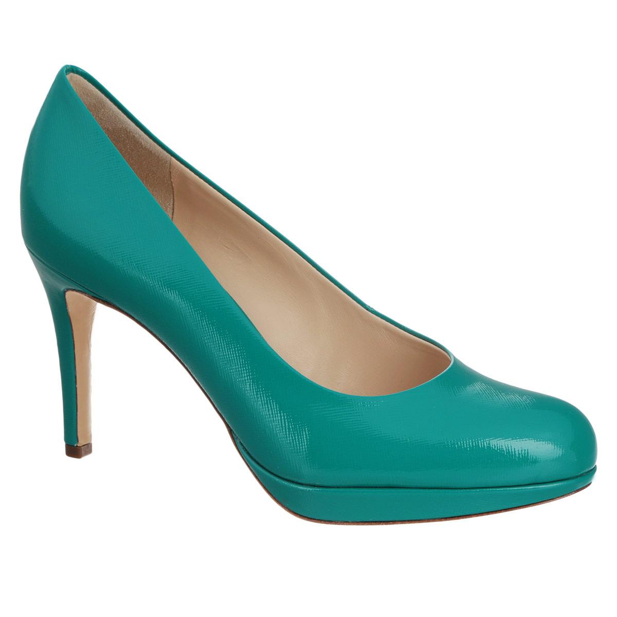 Туфли женские. 9108003360091080033600Стильные женские туфли от Hogl - незаменимая вещь в гардеробе каждой женщины. Модель выполнена из натуральной лакированной кожи и декорирована оригинальным тиснением. Закругленный носок смотрится невероятно женственно. Подкладка и стелька из натуральной кожи обеспечивают максимальный комфорт при ходьбе. Высокий каблук, дополненный противоскользящим рифлением, компенсирован платформой. Модные туфли займут достойное место среди вашей коллекции обуви.