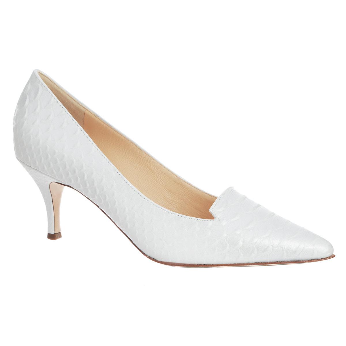 Туфли женские. 9106625760091066257600Оригинальные женские туфли от Hogl заинтересуют вас своим дизайном! Модель выполнена из натуральной высококачественной кожи и оформлена тиснением под рептилию , небольшими вырезами на подъеме. Заостренный вытянутый носок смотрится невероятно женственно. Подкладка и стелька из натуральной кожи обеспечивают максимальный комфорт при ходьбе. Невысокий каблук дополнен противоскользящим рифлением. В таких туфлях вашим ногам будет уютно и комфортно! Они эффектно дополнят ваш повседневный образ.