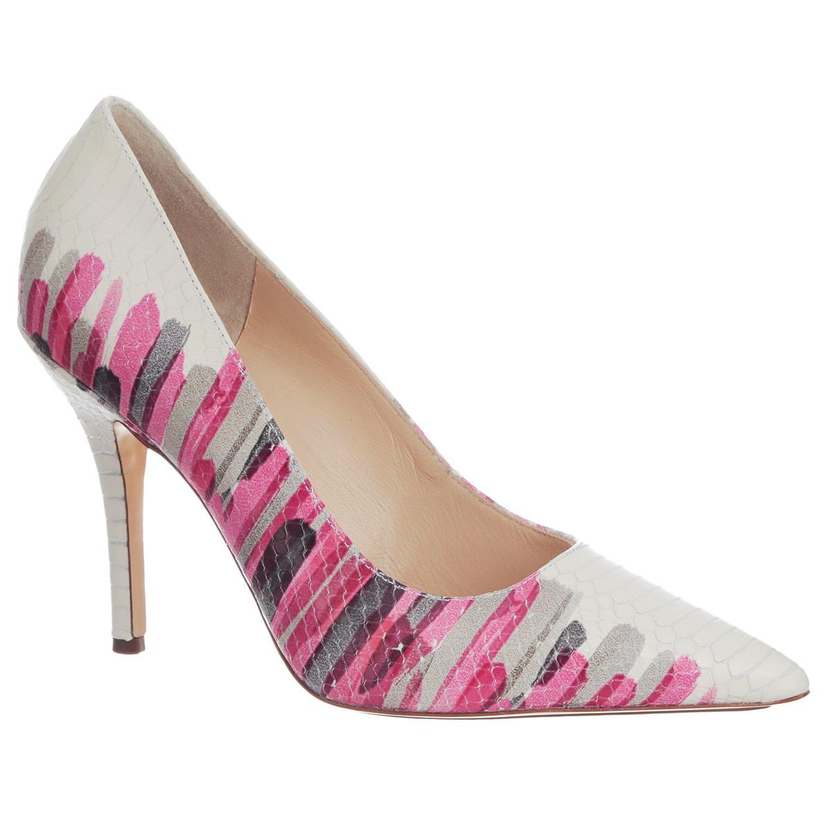 Туфли женские. 9108408499991084084999Оригинальные женские туфли от Hogl заинтересуют вас своим дизайном! Модель выполнена из натуральной высококачественной кожи и декорирована тиснением под рептилию . Туфли оформлены оригинальным узором, напоминающим мазки кисти художника. Заостренный вытянутый носок смотрится невероятно женственно. Подкладка и стелька из натуральной кожи обеспечивают максимальный комфорт при ходьбе. Высокий каблук дополнен противоскользящим рифлением. Модные туфли займут достойное место среди вашей коллекции обуви.