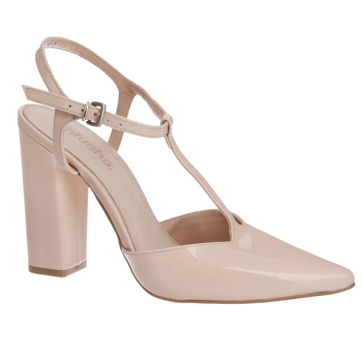 Туфли женские. 142-1437142-1437Потрясающие туфли от Miucha не оставят равнодушной настоящую модницу! Модель выполнена из натуральной лакированной кожи и оформлена Т-ремешком на подъеме. Заостренный вытянутый носок смотрится невероятно женственно. Ремешок с закругленной металлической пряжкой отвечает за надежную фиксацию модели на ноге. Длина ремешка регулируется за счет болта. Мягкая стелька из натуральной кожи гарантирует комфорт при ходьбе. Высокий каблук-столбик и подошва с рифлением обеспечивают идеальное сцепление с любыми поверхностями. Элегантные туфли внесут изысканные нотки в ваш образ и подчеркнут вашу утонченную натуру.