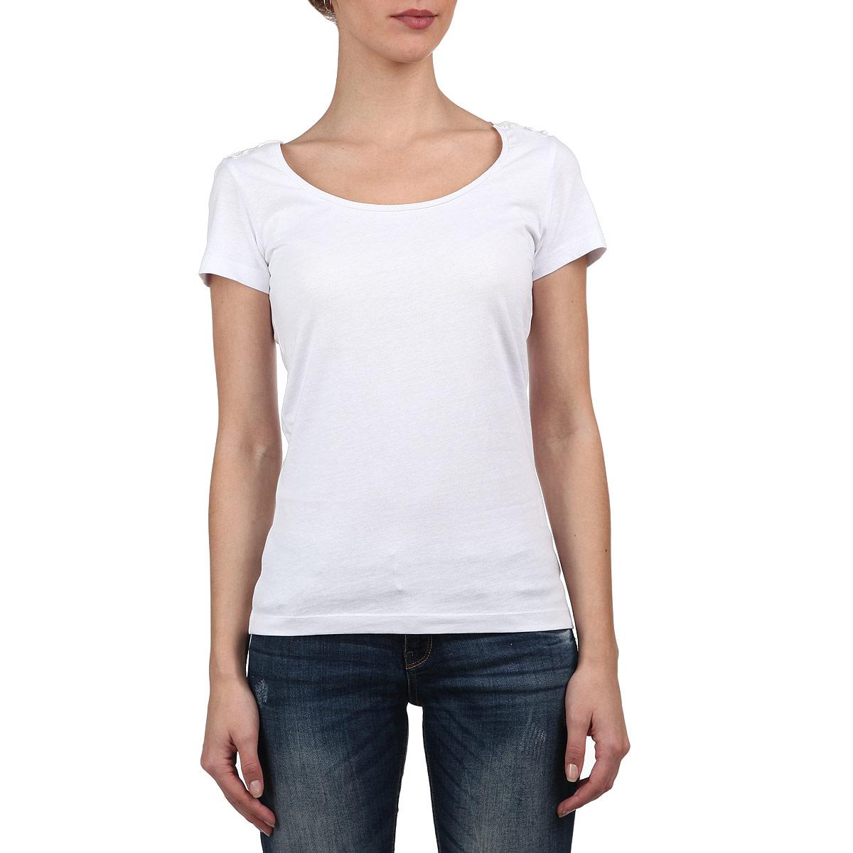 Футболка женская. Ts-111/513-5225Ts-111/513-5225Стильная женская футболка Sela, выполненная из высококачественного материала, обладает высокой теплопроводностью, воздухопроницаемостью и гигроскопичностью, позволяет коже дышать. Модель с короткими рукавами и круглым вырезом - идеальный вариант для создания образа в стиле Casual. Однотонная футболка великолепно сочетается с любыми нарядами. Спинка футболки оформлена изящной кружевной вставкой. Такая модель подарит вам комфорт в течение всего дня и послужит замечательным дополнением к вашему гардеробу.