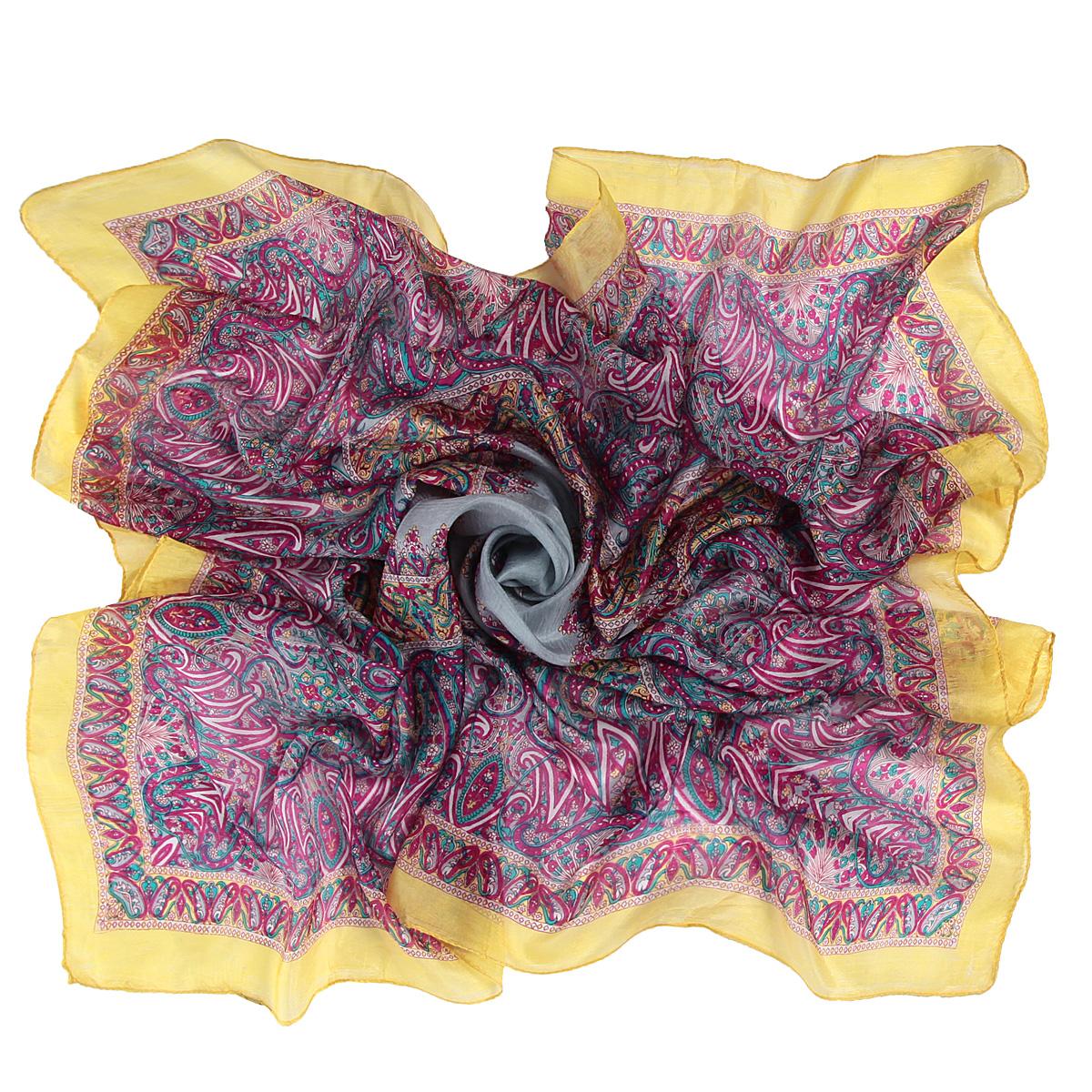 Платок женский. 494135н494135нЭлегантный платок от Ethnica внесет изысканные нотки в ваш образ. Модель выполнена из чистого шелка и декорирована изумительным орнаментом и однотонной окантовкой. Края платка оформлены лаконичной прострочкой. Этот модный аксессуар женского гардероба гармонично дополнит образ современной женщины, следящей за своим имиджем и стремящейся всегда оставаться стильной и женственной.