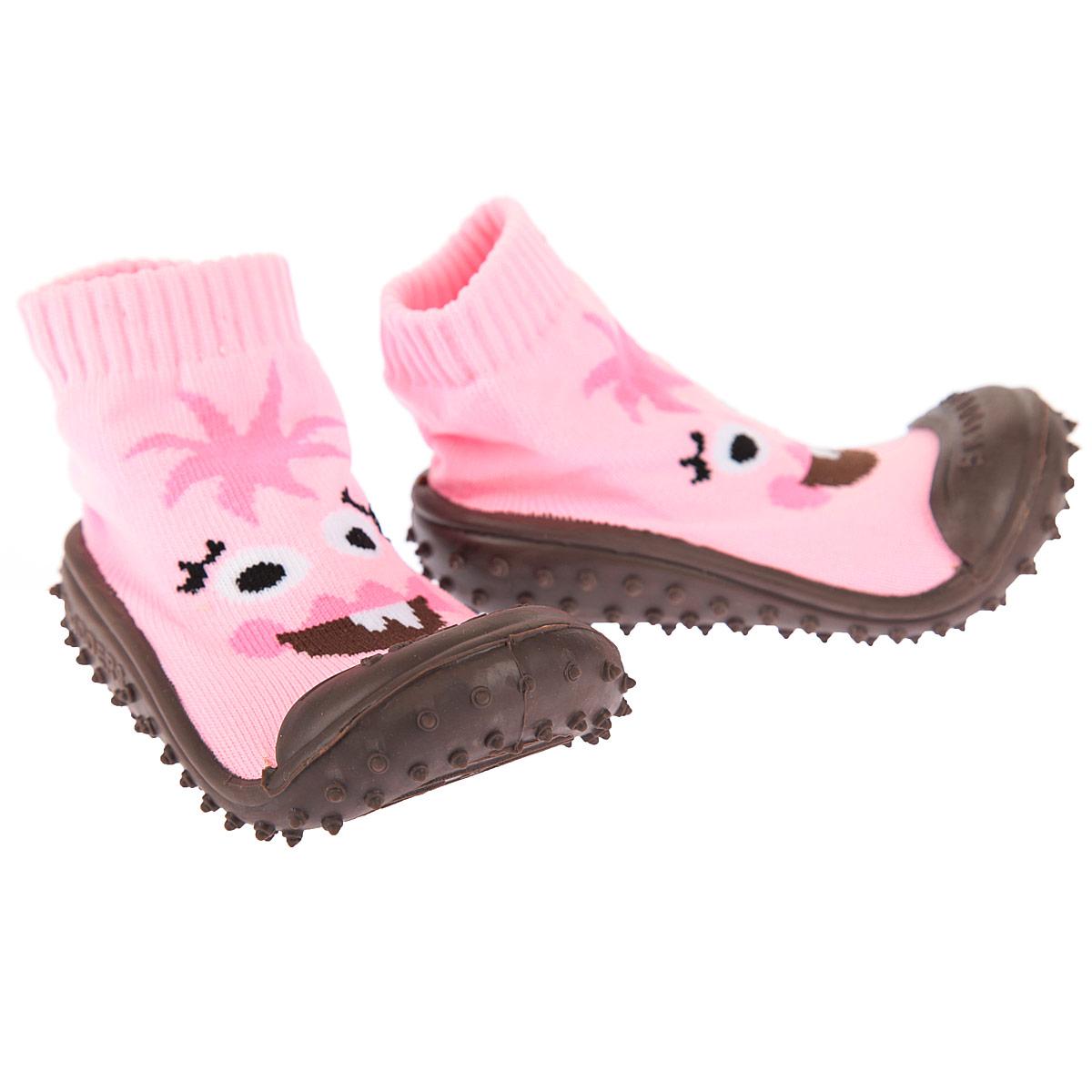 Пинетки для девочки. XY4170XY4170Высокие пинетки Skidders - это инновационная обувь для детей, подходящая как для малышей, которые еще не умеют или только учатся ходить, так и для уверенной ходьбы. Эластичный материал верха пинеток плотно облегает ножку, подобно носочку, даря комфорт и свободу движений малышу. Подошва, выполненная из мягкой резины, очень гибкая и износостойкая, что позволяет носить пинетки не только дома, но и на улице. Подошва повторяет форму стопы ребенка, обеспечивая тем самым ее защиту, а специальные шипы - отличное сцепление с поверхностью. Пинетки оснащены анатомической стелькой, созданной специально для правильного формирования свода детской стопы. Модель оформлена изображением забавной мордочки, подошва выполнена в контрастном цвете. Такие пинетки - отличное решение для малышей и их родителей!