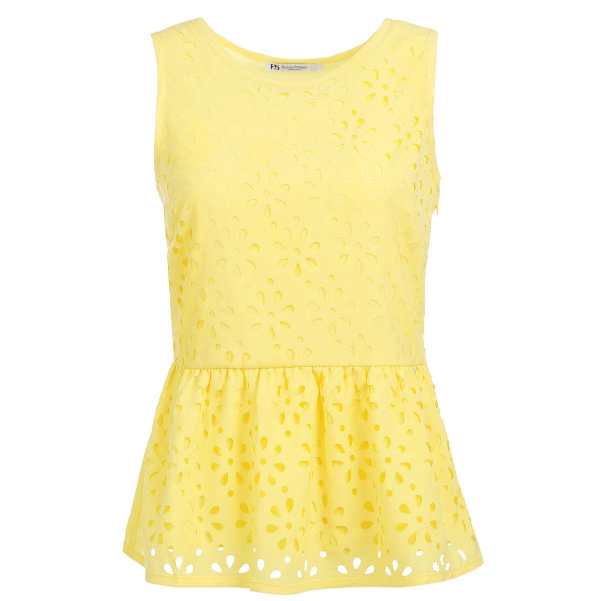 Блузка17231Очаровательная блузка F5 очень удобна и практична - прекрасный вариант на каждый день. Изготовлена блузка из полиэстера с небольшим добавлением эластана. Модель приталенного кроя с круглым вырезом горловины и без рукавов. В боковом шве расположена потайная застежка-молния. На талии блузка дополнена баской. Спереди изделие оформлено декоративной перфорацией в виде цветочного узора. Такая блузка будет гармонично смотрятся как с классическими брюками, так и с юбкой-карандаш или шортами. Модная блузка займет достойное место в вашем гардеробе.