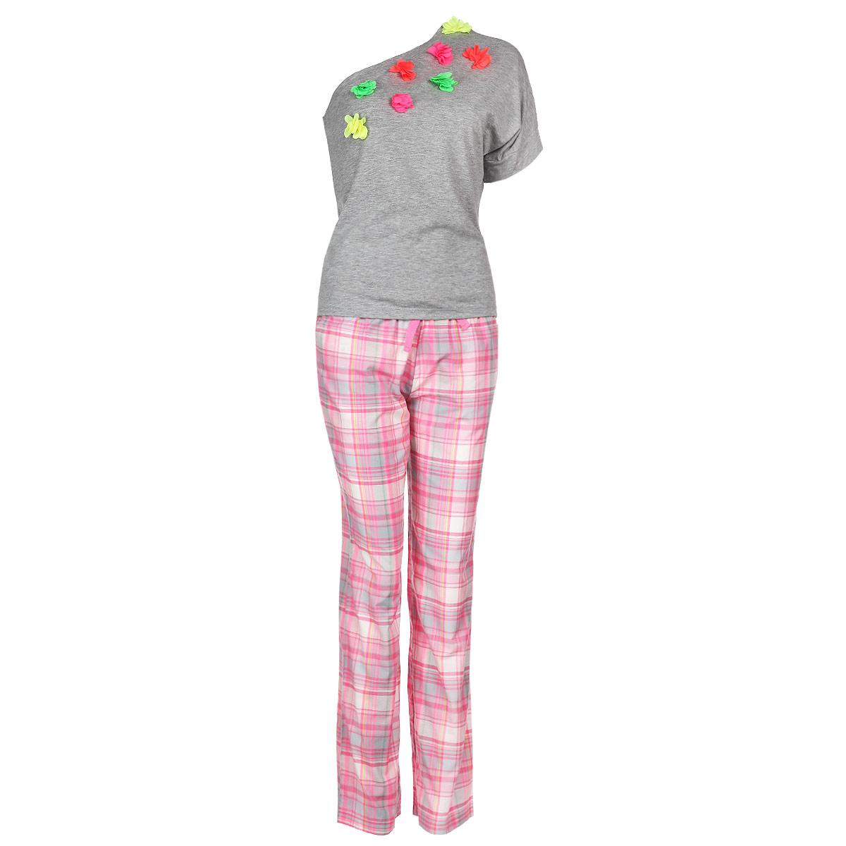 Пижама женская. 62506250Женская пижама Milana Style состоит из футболки с коротким рукавом и брюк. Пижама выполнена из приятного на ощупь хлопкового материала. Футболка и брюки не сковывают движения и позволяют коже дышать. Футболка свободного кроя с ассиметричным вырезом на одно плечо спереди оформлена аппликацией в виде ярких текстильных цветов. Прямые свободные брюки на широкой эластичной резинке оформлены клетчатым принтом, на талии дополнены затягивающимся шнурком и по бокам имеют два втачных кармана с косыми срезами. Идеальные конструкции и приятное цветовое решение - отличный выбор на каждый день. В такой пижаме вам будет максимально комфортно и уютно.