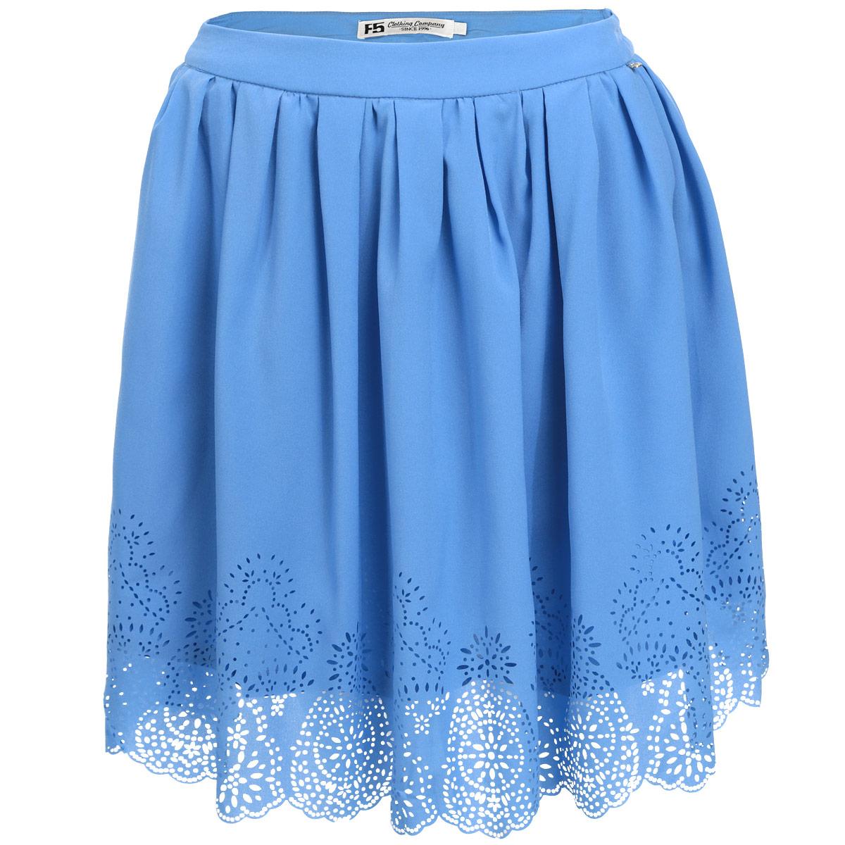 Юбка13274Очаровательная юбка от F5 добавит женственные нотки в ваш модный образ. Модель выполнена из полиэстера с небольшим добавлением эластана. Юбка застегивается на потайную застежку-молнию, расположенную в боковом шве. Подкладка обеспечивает максимальный комфорт. Изящная модель с посадкой на талии подчеркнет красоту и стройность ваших ног, сделает ваш образ более хрупким. Нижний край изделия оформлен декоративной перфорацией. Стильная юбка - основа гардероба настоящей леди. Она подчеркнет ваше отменное чувство стиля и безупречный вкус!