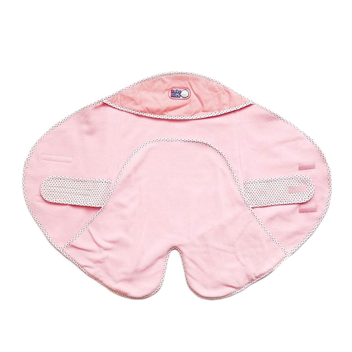 Спальный мешок для новорожденныхЕ115048Теплый и уютный конверт Baby Nice станет незаменимым предметом детского гардероба. Двухслойный конверт выполнен из мягкого и приятного на ощупь вельвета (100% хлопка) на подкладке из теплого мягкого флиса. Гипоаллергенный конверт максимально функционален в использовании, благодаря своей специально разработанной конструкции: внутри вшиты удобные тканевые крепления на липучке, которые обхватывают ребенка, надежно фиксируют на его поясе конверт, обеспечивая плотное прилегание. Карманы для ног внутри позволяют вашему малышу всегда держать ножки в тепле. Также предусмотрен капюшон, которым можно воспользоваться в случае необходимости или в ветреную погоду. Благодаря липучкам можно регулировать ширину конверта. Оформлено изделие контрастными бейками, украшенными гороховым принтом, а также оригинальной нашивкой с названием бренда. Такой конверт - очень комфортная одежда для младенца при любых погодных условиях.