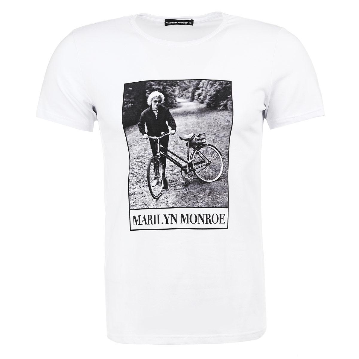 Футболка мужская. Мерлин Монро на велопрогулкеМерлин Монро на велопрогулкеМужская футболка Alexander Konasov с коротким рукавом и круглой горловиной выполнена из хлопка с добавлением лайкры. Она необычайно мягкая и приятная на ощупь, не сковывает движения и позволяет коже дышать, обеспечивая наибольший комфорт. Модель оформлена принтом с изображением легендарной Мэрилин Монро. Такая футболка отлично дополнит ваш образ и позволит выделиться из толпы.