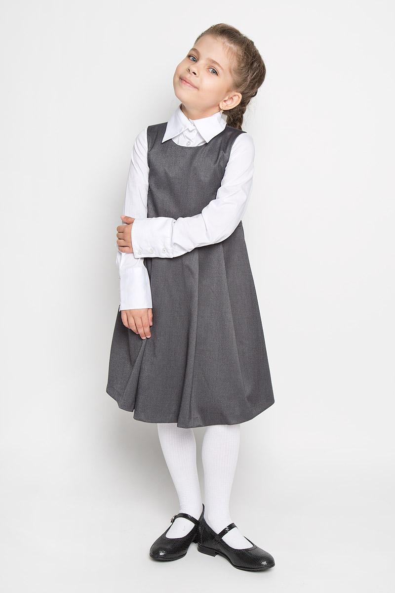 Сарафан215BBGS2501Сарафан для девочки Button Blue - базовая вещь в школьном гардеробе ребенка. Изготовленный из полиэстера с добавлением вискозы, он мягкий и приятный на ощупь, не сковывает движения и позволяет коже дышать, не раздражает даже самую нежную и чувствительную кожу ребенка, обеспечивая наибольший комфорт. Подкладка выполнена из гладкой подкладочной ткани. Сарафан трапециевидного силуэта с округлым вырезом горловины на спинке застегивается на длинную скрытую застежку-молнию. Сарафан имеет отрезную линию талии и крупные складки на юбке. Являясь важным атрибутом школьной моды, в сочетании с любой водолазкой, футболкой, блузкой, сарафан выглядит очень изысканно и деликатно.