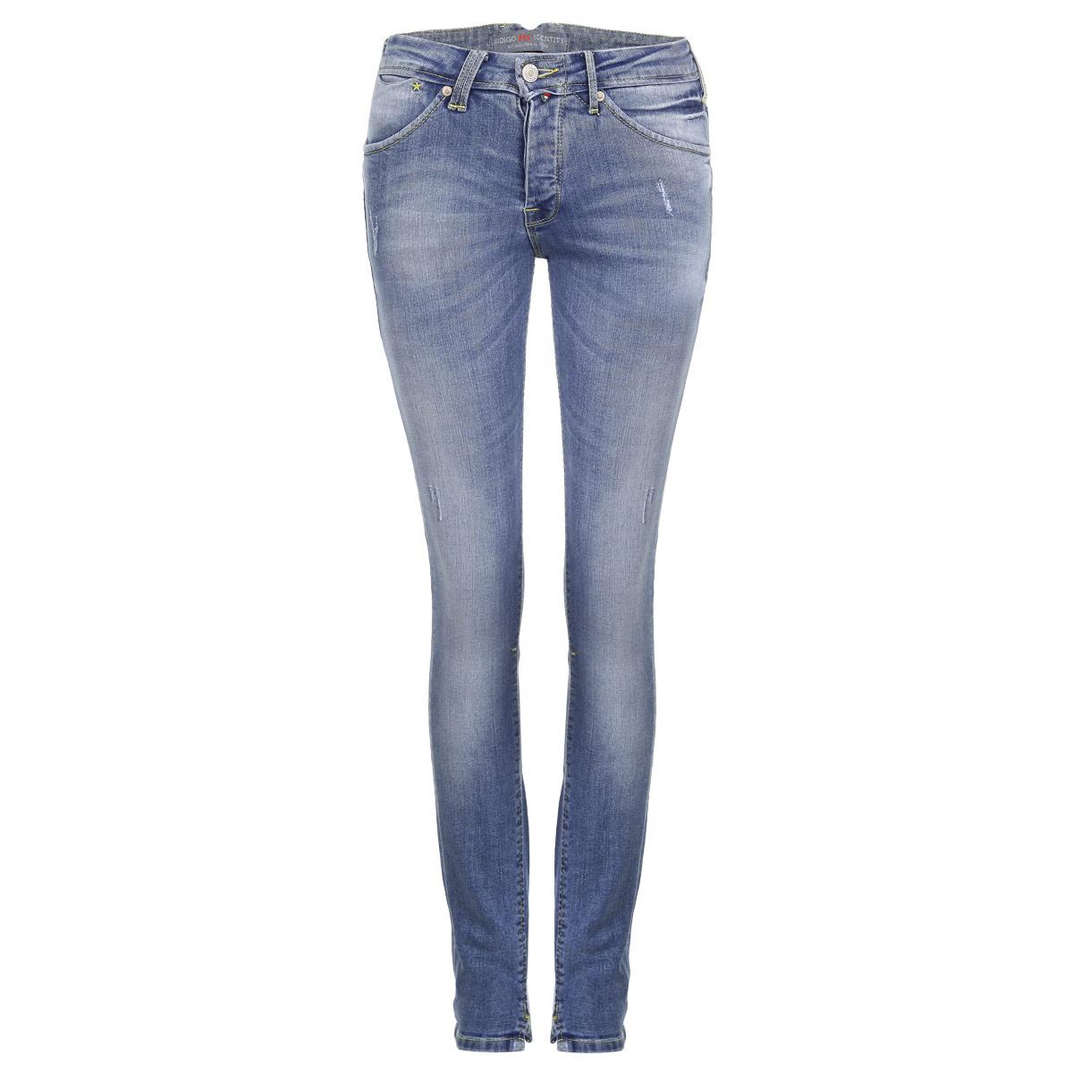 Джинсы женские. 1956119561Стильные женские джинсы F5 созданы специально для того, чтобы подчеркивать достоинства вашей фигуры. Модель зауженного кроя и средней посадки станет отличным дополнением к вашему современному образу. Джинсы застегиваются на пуговицу в поясе и ширинку на металлических пуговицах, имеются шлевки для ремня. Джинсы имеют классический пятикарманный крой: спереди модель дополнена двумя втачными карманами и одним маленьким вшитым кармашком, а сзади - двумя накладными карманами. Изделие оформлено тертым эффектом и перманентными складками и контрастной отстрочкой. Брючины спереди дополнены небольшими разрезами. Эти модные и в тоже время комфортные джинсы послужат отличным дополнением к вашему гардеробу.