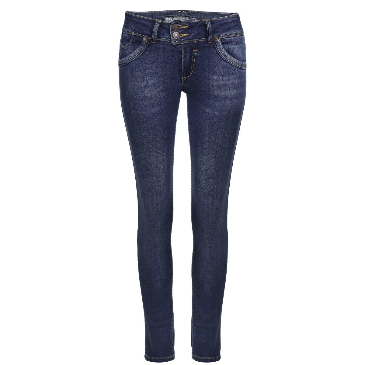Джинсы женские. 1966819668Стильные женские джинсы F5 созданы специально для того, чтобы подчеркивать достоинства вашей фигуры. Модель супер зауженного кроя и низкой посадки станет отличным дополнением к вашему современному образу. Джинсы застегиваются на две пуговицы в поясе и ширинку на застежке-молнии, имеются шлевки для ремня. Спереди модель дополнена двумя втачными карманами и одним небольшим вшитым кармашком, а сзади - имитацией прорезных карманов. Изделие оформлено тертым эффектом, перманентными складками и контрастной отстрочкой. Эти модные и в тоже время комфортные джинсы послужат отличным дополнением к вашему гардеробу.