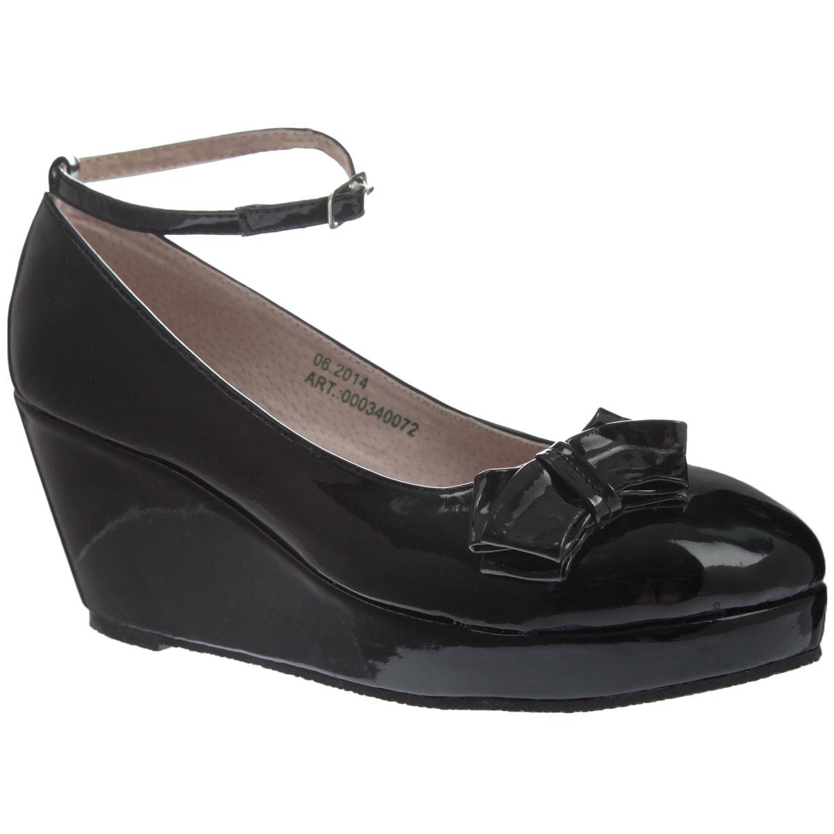 000340072Стильные модные туфли для девочки от торговой марки Аллигаша придутся по вкусу юным модницам. Модель выполнена из высококачественной искусственной лакированной кожи и украшена очаровательным бантиком с боку. Подклад и стелька выполнены из натуральной кожи. Изящный съемный ремешок позволяет использовать данную модель, как с ним, так и без него. Туфли на танкетке и не большой платформе очень комфортны и удобны в носке. Эти туфли созданы для стильных юных модниц!