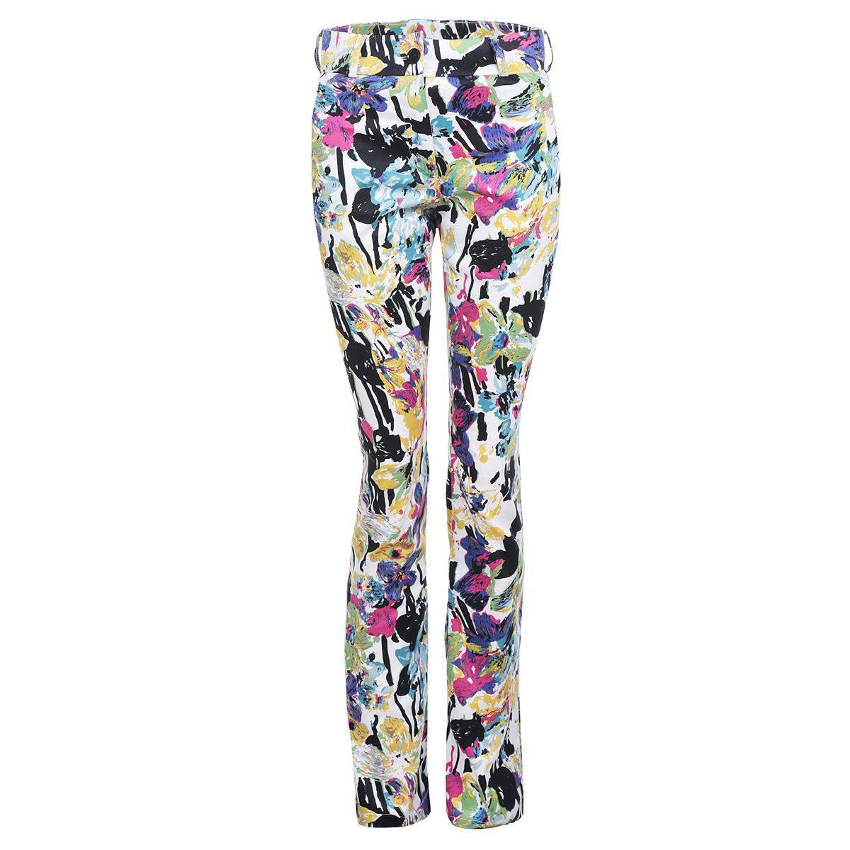 Брюкиб010Стильные женские брюки Lautus созданы специально для того, чтобы подчеркивать достоинства вашей фигуры. Модель прямого кроя с посадкой на талии станет отличным дополнением к вашему современному образу. Застегиваются брюки на пуговицу в поясе и ширинку на застежке-молнии, предусмотрены шлевки для ремня. Брюки оформлены ярким цветочным принтом. Эти модные и в тоже время комфортные брюки послужат отличным дополнением к вашему гардеробу. В них вы всегда будете чувствовать себя уютно и комфортно.