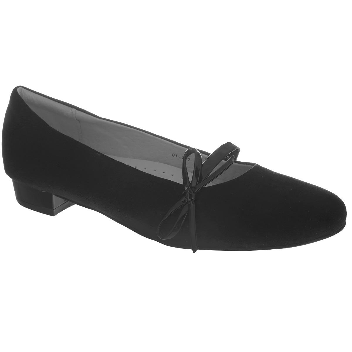 Туфли для девочки. QT4762QT4762Элегантные туфли от Flamingo придутся по душе вашей юной моднице! Модель на невысоком широком каблучке изготовлена из искусственной кожи и декорирована очаровательным бантиком. Ремешок, дополненный сбоку эластичной резинкой, отвечает за надежную фиксацию обуви на ноге. Стелька из натуральной кожи оснащена супинатором, который обеспечивает правильное положение ноги ребенка при ходьбе, предотвращает плоскостопие. Рифленая поверхность каблука и подошвы защищает изделие от скольжения. Удобные туфли - незаменимая вещь в гардеробе каждой девочки.