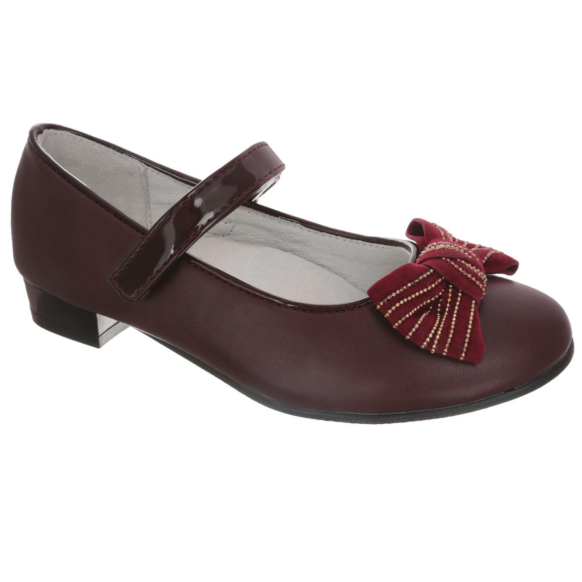 Туфли для девочки. QT3757QT3757Элегантные туфли от торговой марки Flamingo придутся по душе вашей юной моднице! Модель на невысоком широком каблучке изготовлена из искусственной кожи. Мыс туфель оформлен очаровательным бантиком с бархатистой поверхностью. Лакированный ремешок на застежке-липучке отвечает за надежную фиксацию модели на ноге. Стелька из натуральной кожи дополнена супинатором, который обеспечивает правильное положение ноги ребенка при ходьбе, предотвращает плоскостопие. Рифленая поверхность каблука и подошвы защищает изделие от скольжения. Удобные туфли - незаменимая вещь в гардеробе каждой девочки.