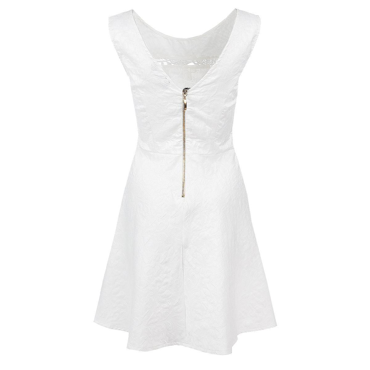 Платье. 59399-141207T59399-141207T whiteКлассическое платье Topsandtops выполнено из фактурного немнущегося материала с ажурной вставкой из кружева в области декольте. Модель приталенного кроя без рукавов и с круглым вырезом горловины на спинке застегивается на металлическую молнию. Платье подойдет для любой фигуры, подчеркнет все достоинства и скроет недостатки. Элегантная модель станет незаменимой базовой вещью в вашем гардеробе на каждый день.