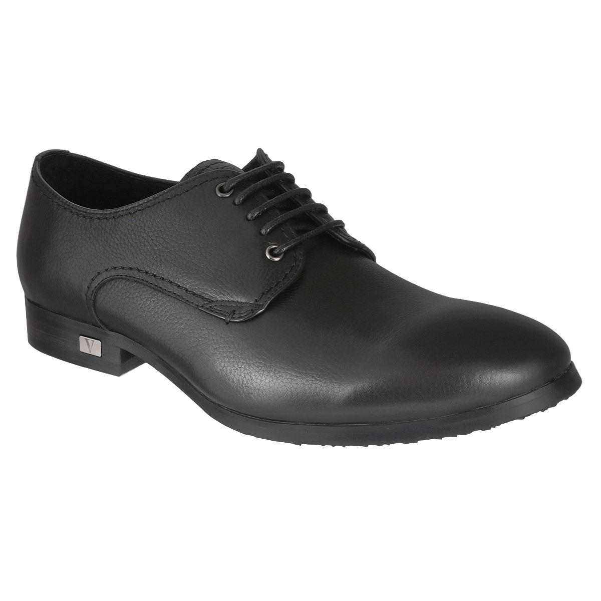 Полуботинки мужские. M23046M23046Элегантные мужские полуботинки Vitacci займут достойное место в вашем гардеробе. Модель изготовлена из натуральной высококачественной кожи и оформлена задним наружным ремнем, на каблуке - небольшой металлической пластиной с логотипом бренда. Шнуровка прочно зафиксирует обувь на вашей ноге. Стелька из натуральной кожи дополнена нашивкой с названием бренда. Каблук и подошва с рифлением обеспечивают идеальное сцепление с любой поверхностью. Стильные полуботинки не оставят равнодушным ни одного мужчину.