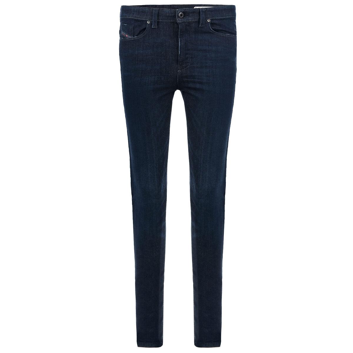 Джинсы женские Skinzee-High. 00S54V-0843F/0100S54V-0843F/01Стильные женские джинсы Diesel Skinzee-High созданы специально для того, чтобы подчеркивать достоинства вашей фигуры. Изделие выполнено из плотного хлопка с небольшим добавлением полиэстера и эластана. Модель суперзауженного кроя и высокой посадки станет отличным дополнением к вашему современному образу. Джинсы застегиваются на пуговицу в поясе и ширинку на застежке-молнии, имеются шлевки для ремня. Модель имеет классический пятикарманный крой: спереди модель оформлены двумя втачными карманами и одним маленьким накладным кармашком, а сзади - двумя накладными карманами. Эти модные и в тоже время комфортные джинсы послужат отличным дополнением к вашему гардеробу.
