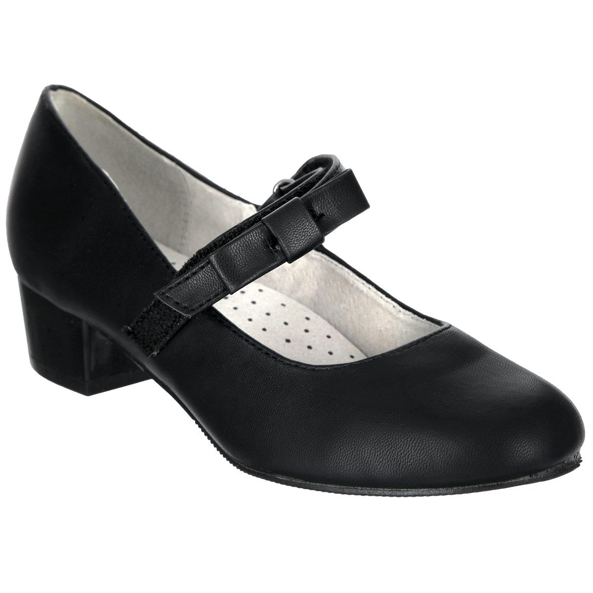 Туфли для девочки. 958520/01-01958520/01-01Прелестные туфли от Betsy очаруют вашу дочурку с первого взгляда! Модель выполнена из искусственной кожи и декорирована очаровательным бантиком на ремешке. Ремешок на застежке-липучке гарантирует надежную фиксацию обуви на ноге. Кожаная стелька дополнена супинатором, который обеспечивает правильное положение ноги ребенка при ходьбе, предотвращает плоскостопие. Перфорация на стельке позволяет ножкам дышать. Рифленая поверхность каблука и подошвы защищает изделие от скольжения. Удобные туфли - незаменимая вещь в гардеробе каждой девочки.