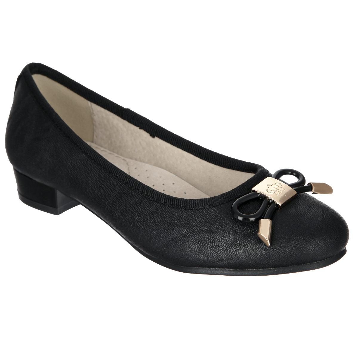 Туфли для девочки. 558337/01-05558337/01-05Прелестные туфли от Keddo очаруют вашу девочку с первого взгляда! Модель выполнена из искусственной кожи и оформлена текстильным кантом, задним наружным ремнем. Мыс украшен оригинальным бантом, выполненным из металла. Кожаная стелька дополнена супинатором, который обеспечивает правильное положение ноги ребенка при ходьбе, предотвращает плоскостопие. Перфорация на стельке позволяет ногам дышать. Каблук и подошва оснащены противоскользящим рифлением. Стильные туфли займут достойное место в гардеробе вашей девочки.