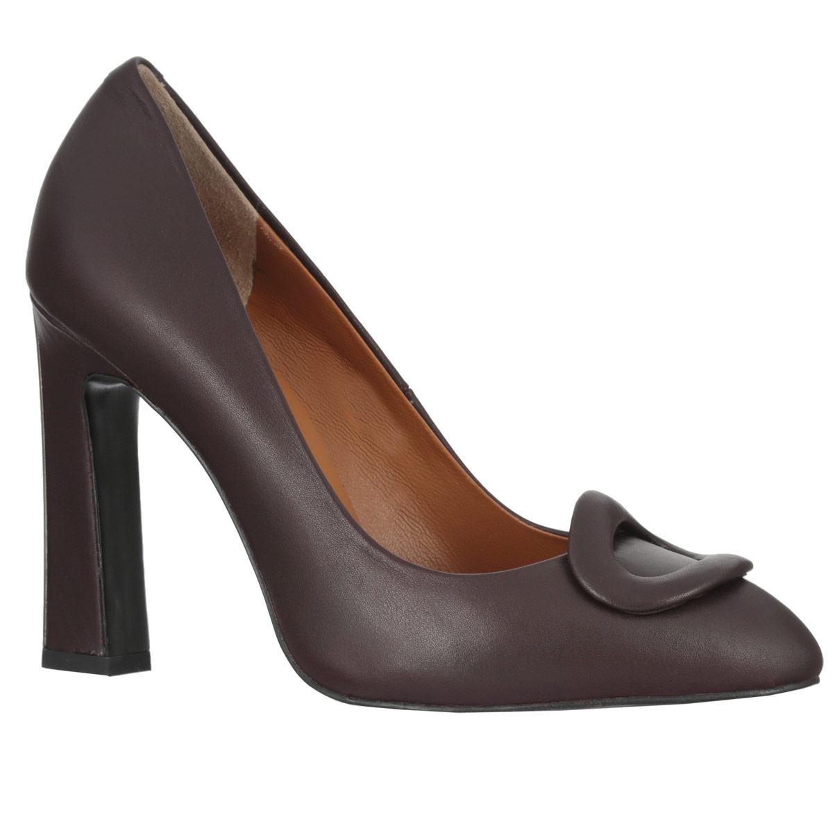 Туфли женские. 470647064Ультрамодные женские туфли Vitacci покорят вас с первого взгляда. Модель изготовлена из высококачественной натуральной кожи. Мыс туфель оформлен оригинальным декоративным элементом овальной формы, стилизованным под пряжку. Стелька из натуральной кожи позволит ногам дышать. Подошва дополнена противоскользящим рифлением. Устойчивый каблук оформлен металлической вставкой. Модные туфли займут достойное место среди вашей коллекции обуви.