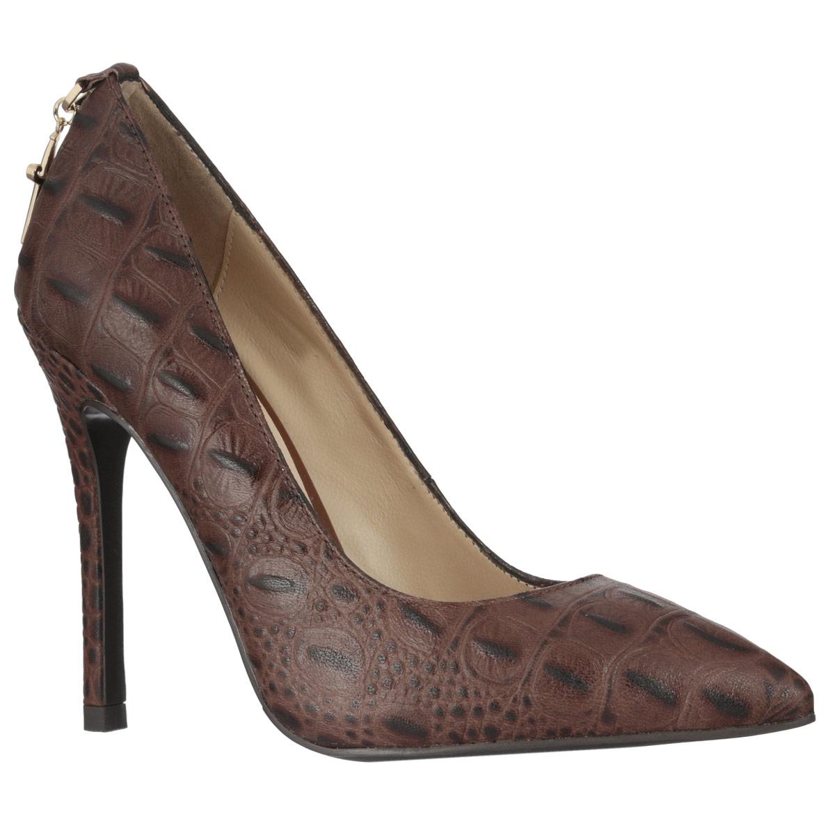 Туфли женские. 2278122781Элегантные женские туфли Vitacci покорят вас с первого взгляда. Модель изготовлена из натуральной высококачественной кожи и оформлена декоративным тиснением под рептилию. Задник украшен металлической подвеской в виде кинжала. Зауженный носок смотрится невероятно женственно. Стелька из натуральной кожи позволяет ногам дышать. Ультравысокий каблук-шпилька добавит в ваш образ нотки шарма. Подошва с рифлением обеспечивает отличное сцепление с любой поверхностью. Изысканные туфли добавят шика в модный образ и подчеркнут ваш безупречный вкус.