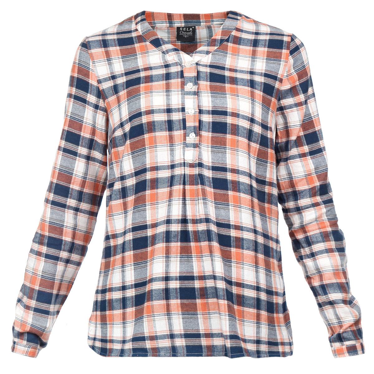 Рубашка женская. TKw-112/579-5323TKw-112/579-5323Симпатичная женская рубашка Sela, выполненная из мягчайшего хлопка, обладает высокой теплопроводностью, воздухопроницаемостью и гигроскопичностью, позволяет коже дышать. Модель свободного кроя с длинными рукавами, V-образным вырезом горловины и удлиненной спинкой - идеальный вариант для создания образа в стиле Casual. Рубашка застегивается на пуговицы до середины длины изделия. Такая модель будет дарить вам комфорт в течение всего дня и послужит замечательным дополнением к вашему гардеробу.