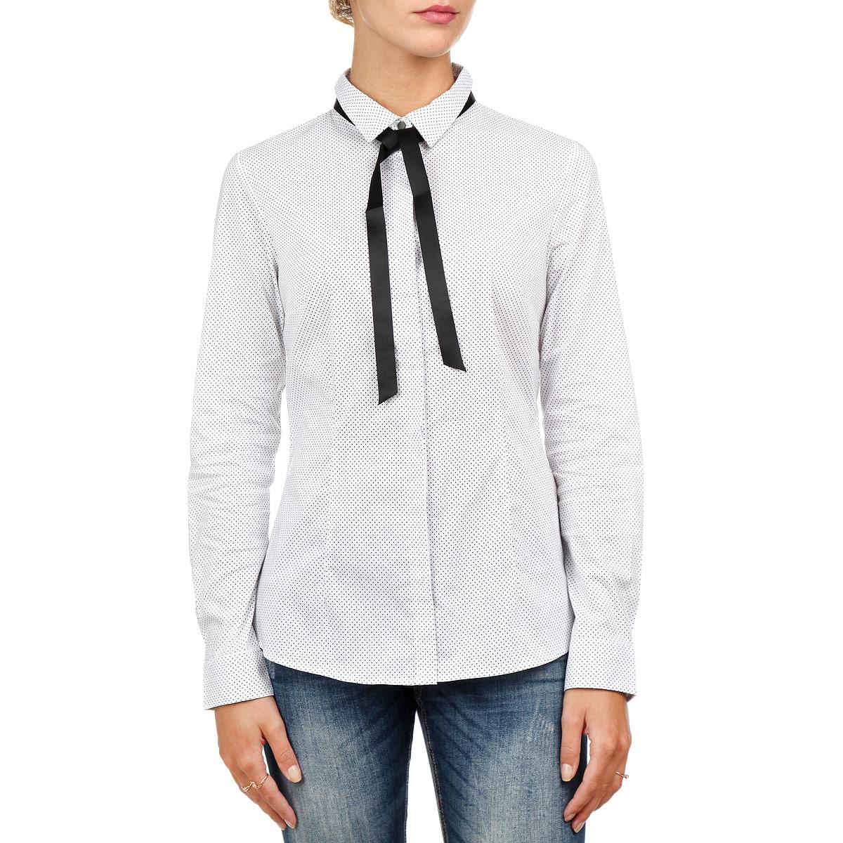 БлузкаB-112/607-5362Симпатичная женская блузка Sela, изготовленная из высококачественного материала, необычайно приятная на ощупь, не сковывает движения и позволяет коже дышать, не раздражает даже самую нежную и чувствительную кожу, обеспечивая наибольший комфорт. Модель облегающего силуэта с длинными рукавами и отложным воротником застегивается на пуговицы. Блузка оформлена принтом в мелкий горошек и под воротничком декорирована текстильной лентой контрастного цвета. Эта блузка идеальный вариант для вашего гардероба. Такая модель порадует настоящих ценителей комфорта и практичности!