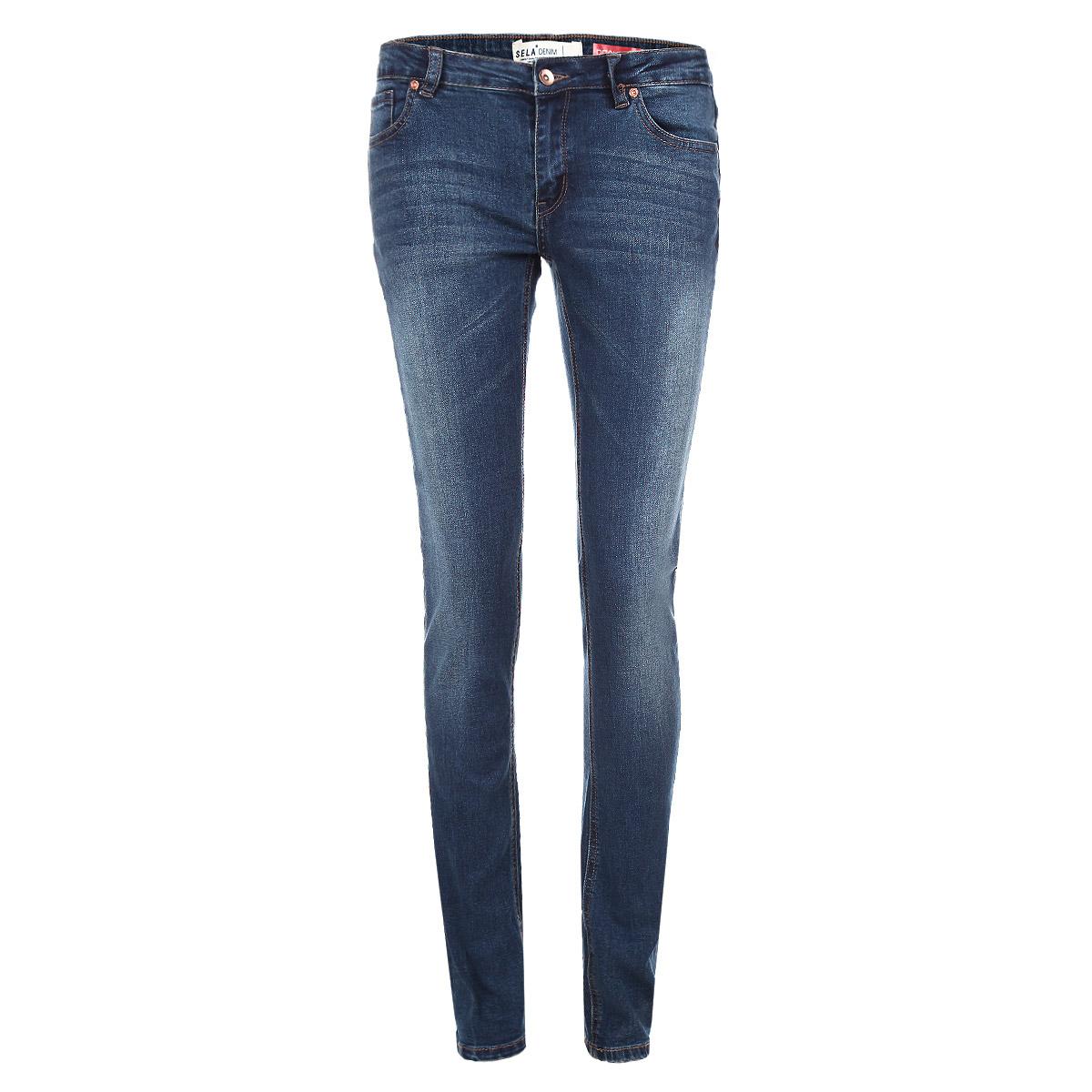 Джинсы женские. PJ-135/465-5382PJ-135/465-5382Стильные женские джинсы Sela созданы специально для того, чтобы подчеркивать достоинства вашей фигуры. Модель зауженного кроя и средней посадки станет отличным дополнением к вашему современному образу. Джинсы застегиваются на пуговицу в поясе и ширинку на застежке-молнии, имеются шлевки для ремня. Спереди модель дополнена двумя втачными карманами и небольшим накладным кармашком, а сзади - двумя накладными карманами. Изделие оформлено тертым эффектом и контрастной отстрочкой. Эти модные и в тоже время комфортные джинсы послужат отличным дополнением к вашему гардеробу.