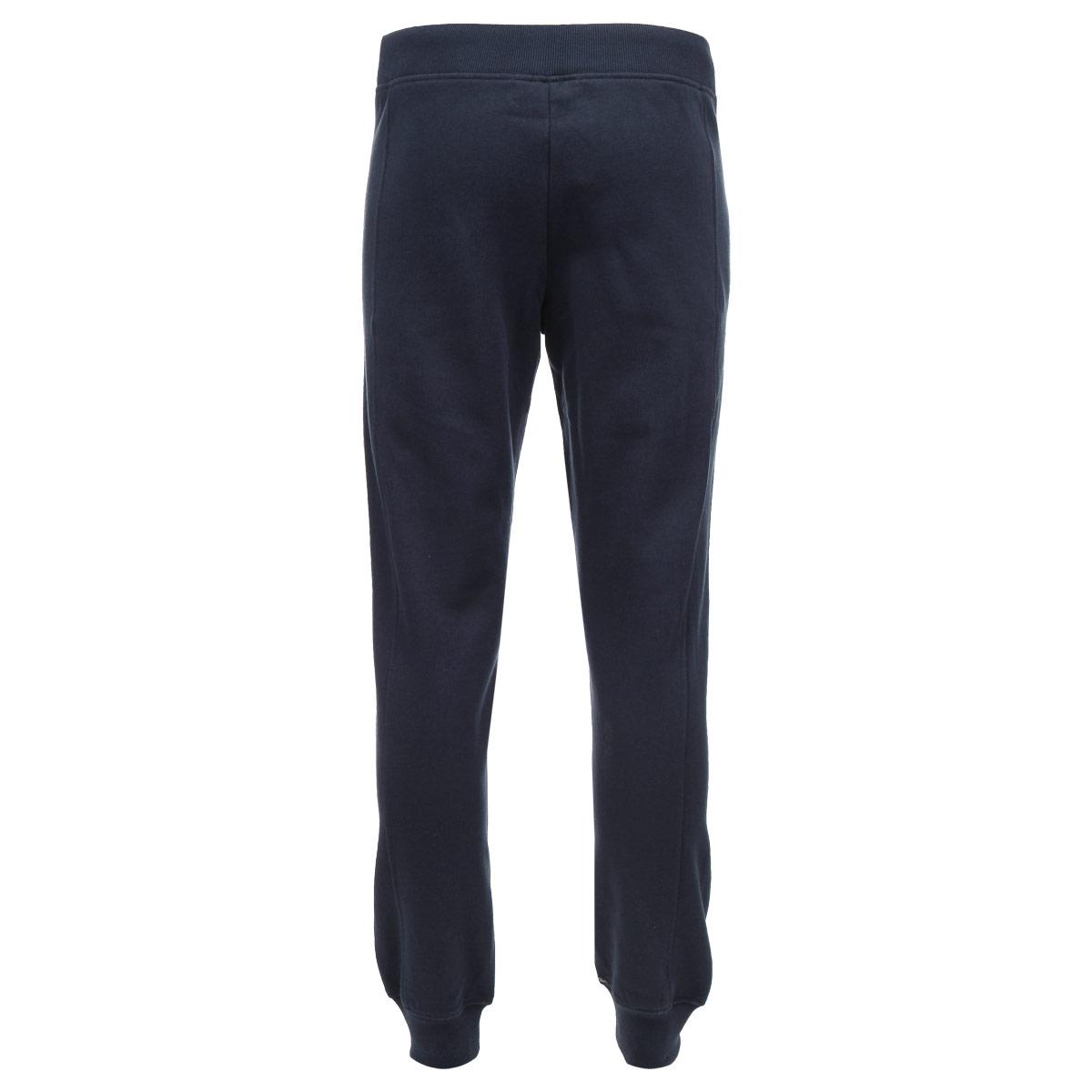 Pk-215/331L-5332DМужские спортивные брюки Sela изготовлены из мягкого хлопкового трикотажа с добавлением полиэстера. Лицевая сторона гладкая, а изнаночная - с мягким теплым начесом. Модель прямого кроя и средней посадки спереди дополнена двумя прорезными карманами. Брючины дополнены широкими трикотажными манжетами. В таких брюках любой мужчина будет чувствовать себя комфортно и дома, и на отдыхе.