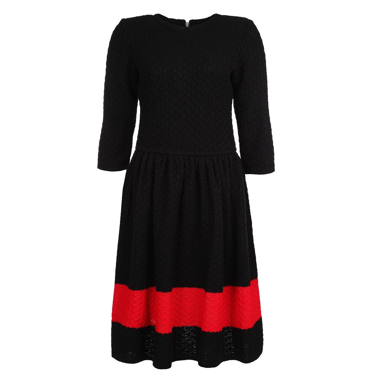 Платье. 10051005Теплое вязаное платье Milana Style - отличный вариант для прохладной погоды. Модель приталенного силуэта с рукавами длиной 3/4 и круглым вырезом горловины застегивается на спинке на металлическую молнию. Платье связано фактурной вязкой и по юбке оформлено широкой полоской контрастного цвета. Это эффектное платье подчеркнет достоинства вашей фигуры и поможет создать яркий и привлекательный образ.