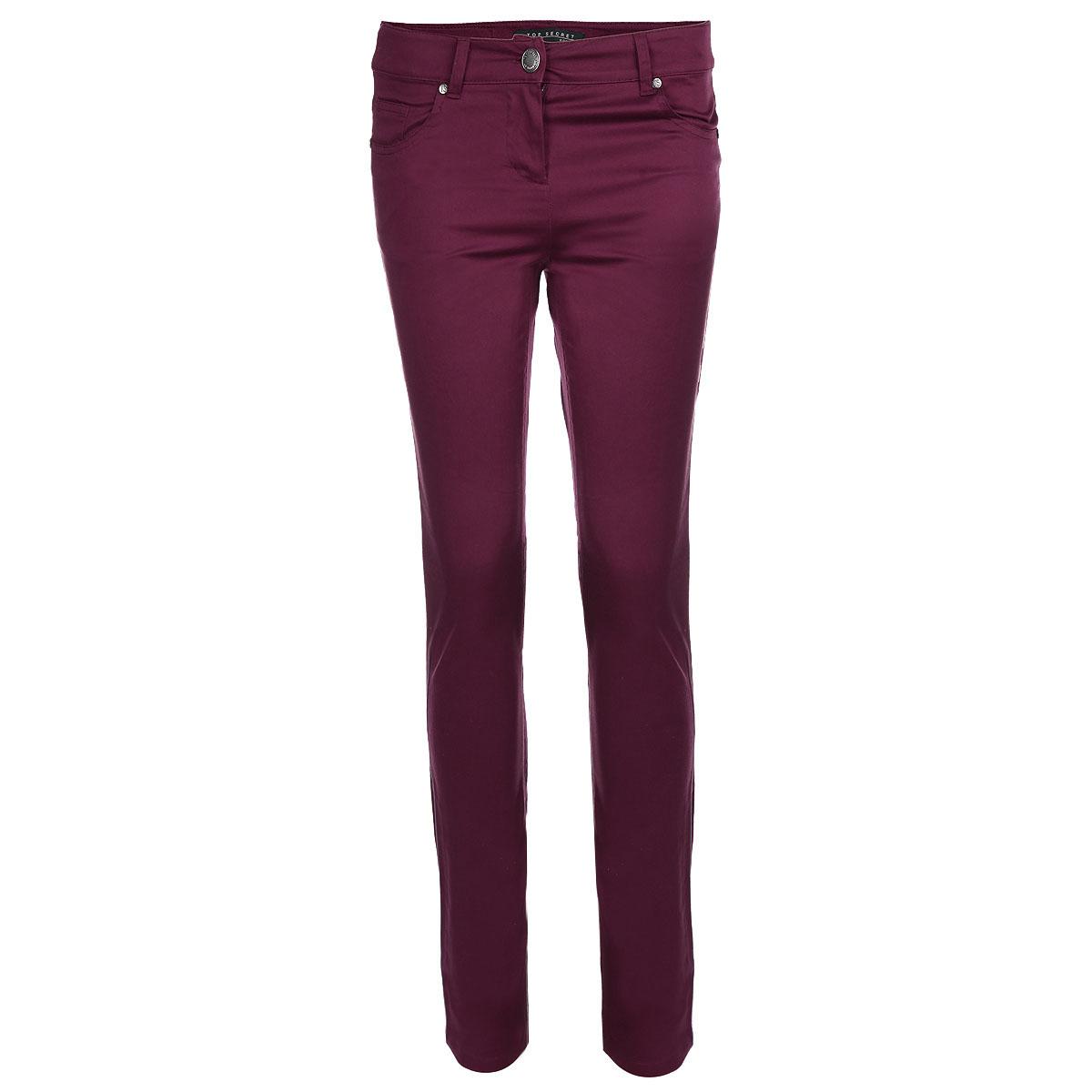 Брюки женские. SSP1407SSP1407CAСтильные женские брюки Top Secret созданы специально для того, чтобы подчеркивать достоинства вашей фигуры. Модель прямого кроя и средней посадки станет отличным дополнением к вашему современному образу. Застегиваются брюки на пуговицу в поясе и ширинку на застежке-молнии, имеются шлевки для ремня. Спереди модель оформлена двумя втачными карманами и небольшим накладным кармашком, а сзади - двумя накладными карманами. Эти модные и в тоже время комфортные брюки послужат отличным дополнением к вашему гардеробу. В них вы всегда будете чувствовать себя уютно и комфортно.