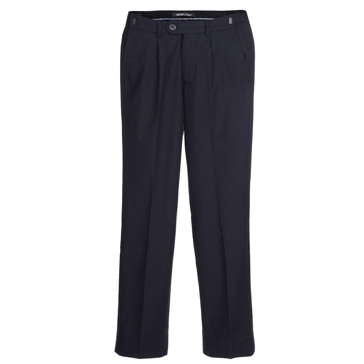 Брюки для мальчика. 6322963229_OLB_вар.1Классические брюки для мальчика Orby - основа повседневного школьного гардероба. Изготовленные из высококачественного материала - полиэстера с добавлением вискозы, они необычайно мягкие и приятные на ощупь, не сковывают движения и позволяют коже дышать, не раздражают даже самую нежную и чувствительную кожу ребенка, обеспечивая ему наибольший комфорт. С изнаночной стороны брюки утеплены мягким флисом, что обеспечивает комфорт в прохладное время года. Брюки прямого покроя с заутюженными стрелками на талии застегиваются на пластиковую пуговицу и на металлический крючок, а также имеют ширинку на застежке-молнии и шлевки для ремня. Плавающая регулировка в поясе брюк (хлястиками на зажимах) обеспечивает комфортную посадку. Спереди брюки дополнены двумя втачными карманами с косыми краями. Регулировка по длине на 6 см позволяет носить брюки не один сезон. Такие брюки подходят под различные варианты пиджаков, джемперов и водолазок.