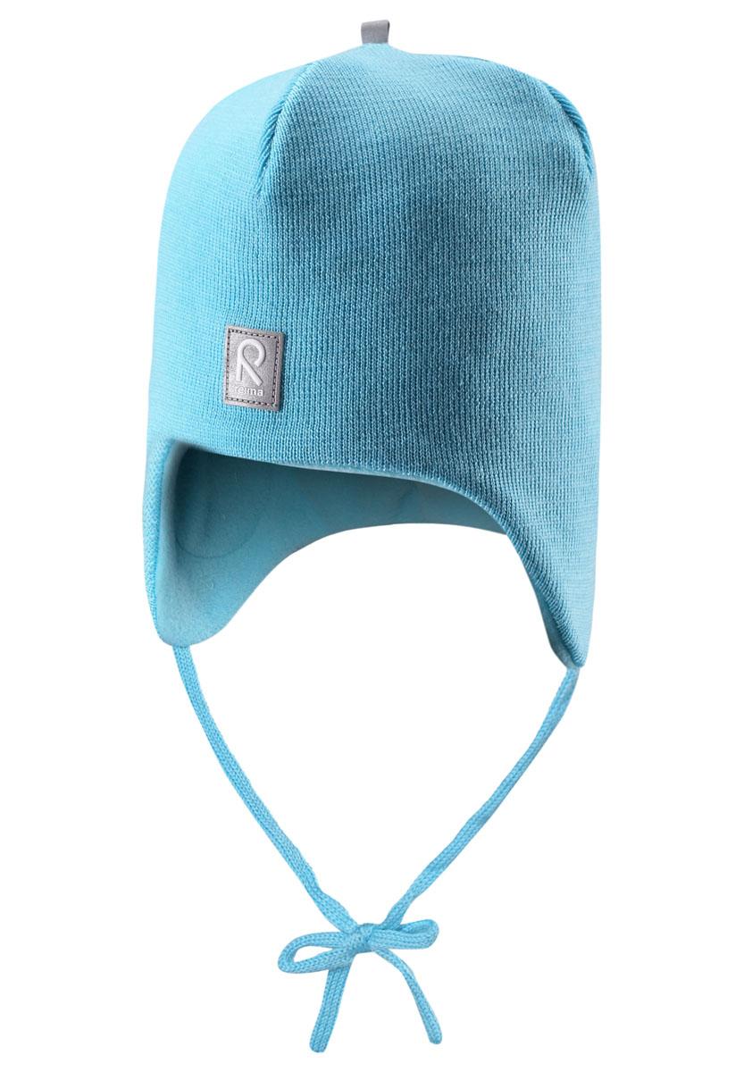 Шапка-бини детская Auva518316_2840Теплая детская шапка-бини Reima Auva идеально подойдет для прогулок в прохладное время года. Изделие, изготовленное из 100% шерсти на мягкой флисовой подкладке, максимально сохраняет тепло. Благодаря эластичной вязке, шапка плотно прилегает к голове ребенка. Шапочка дополнена ветронепроницаемыми вставками в области ушей, которые защищают маленькие ушки от холодного ветра, а также завязками, фиксирующимися под подбородком. Спереди предусмотрена небольшая светоотражающая нашивка с логотипом бренда, которая не оставит вашего ребенка незамеченным в темное время суток. Современный дизайн и расцветка делают эту шапку модным и стильным предметом детского гардероба. В ней ребенку будет тепло, уютно и комфортно. Уважаемые клиенты! Размер, доступный для заказа, является обхватом головы.