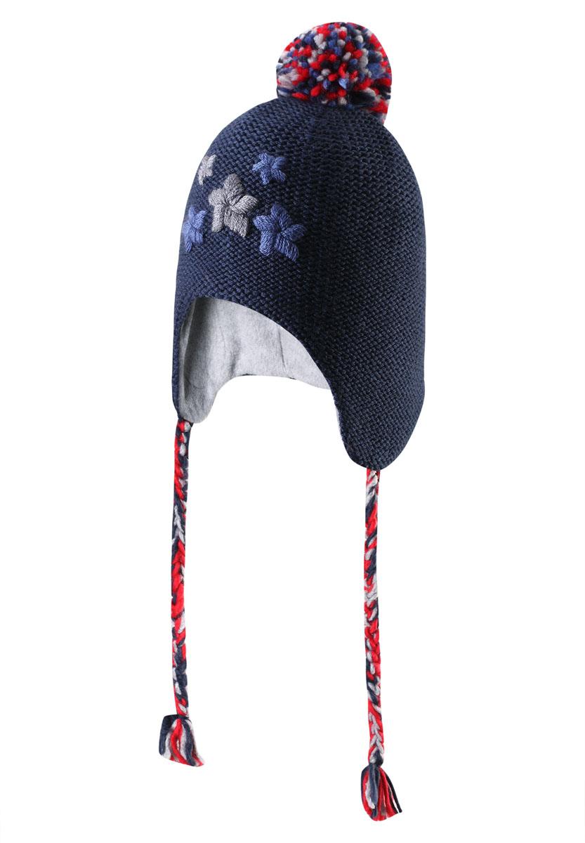 Шапка-бини детская Hallava. 518324518324_6980Теплая детская шапка-бини Reima Hallava отлично подойдет для прогулок в прохладное время года. Изделие, изготовленное из шерсти и акрила на мягкой флисовой подкладке, максимально сохраняет тепло. Благодаря эластичной вязке, шапка плотно прилегает к голове ребенка. Шапочка с помпоном на макушке дополнена плетеными завязками с кисточками, которые фиксируются под подбородком. В области ушей предусмотрены ветронепроницаемые вставки, которые защищают маленькие ушки от холодного ветра. Спереди изделие декорировано цветочной вышивкой. Современный дизайн и расцветка делают эту шапку модным и стильным предметом детского гардероба. В ней ребенку будет тепло, уютно и комфортно. Уважаемые клиенты! Размер, доступный для заказа, является обхватом головы.