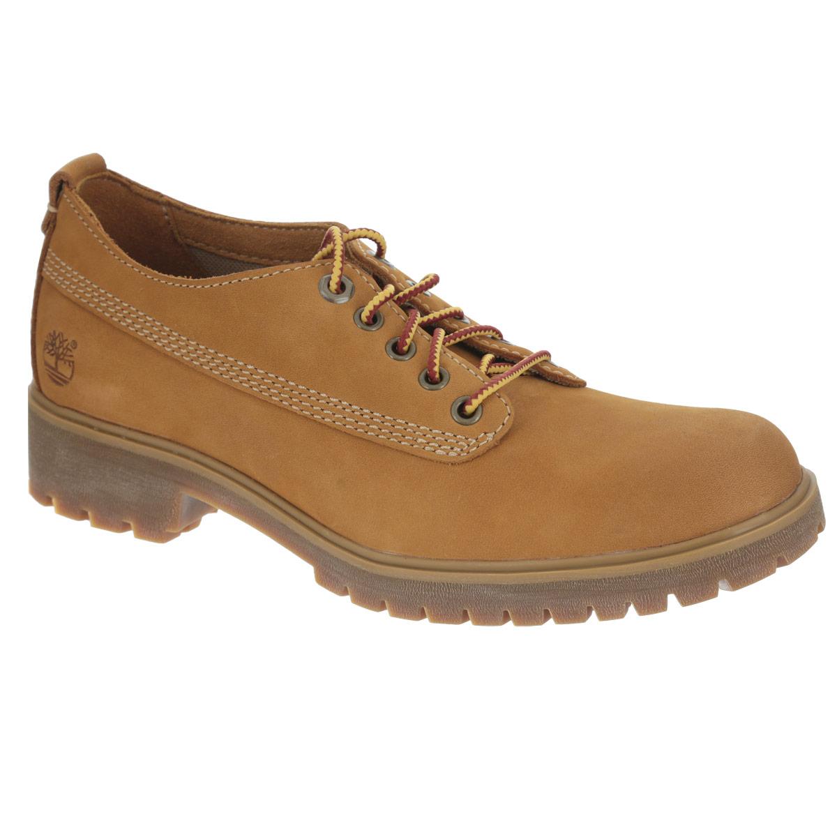 TBL8520BMСтильные женские полуботинки от Timberland заинтересуют вас своим дизайном. Модель изготовлена из натурального нубука и оформлена декоративной прострочкой, оригинальным плетением на шнурках, сбоку - тисненым логотипом бренда. Шнуровка прочно зафиксирует обувь на вашей ноге. Стелька EVA с поверхностью из натуральной кожи обеспечивает максимальный комфорт при движении. Подошва и каблук с протектором гарантируют максимальное сцепление с поверхностью. Удобные полуботинки - незаменимая вещь в гардеробе истинной модницы.