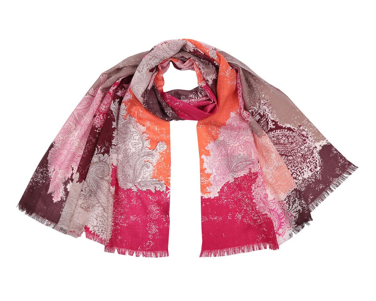 B216-2Модный женский шарф Fabretti подарит вам уют и станет стильным аксессуаром, который призван подчеркнуть вашу индивидуальность и женственность. Шарф выполнен из 100% шерсти, оформлен оригинальным принтом с красочным восточным орнаментом и цветными пятнами, а также дополнен тонкой бахромой по краям. Этот модный аксессуар гармонично дополнит образ современной женщины, следящей за своим имиджем и стремящейся всегда оставаться стильной и элегантной. Такой шарф украсит любой наряд и согреет вас в непогоду, с ним вы всегда будете выглядеть изысканно и оригинально.