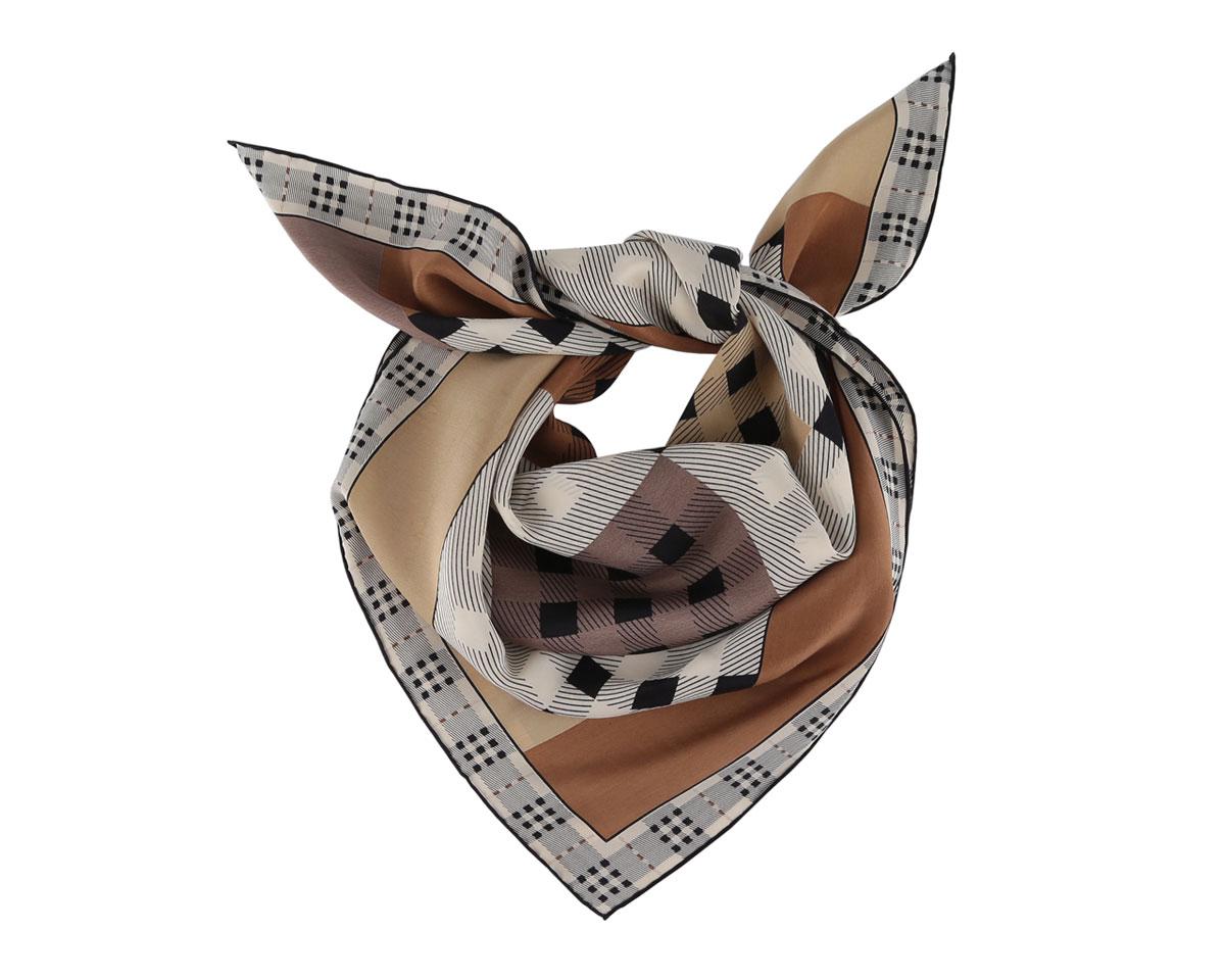 Платок женский. BS002008-3BS002008-3Оригинальный шелковый женский платок Fabretti хочется носить бесконечно, что вполне реально благодаря высокому качеству. Модель изготовлена из 100% шелка и оформлена всегда актуальным узором. Края модели по периметру обработаны вручную. Дизайн полотна придает модели удивительно динамичное и яркое настроение. Платок можно повязать на шею, украсить им причёску или повесить на сумочку. Платок Fabretti придаст вашему образу элегантность и шарм!