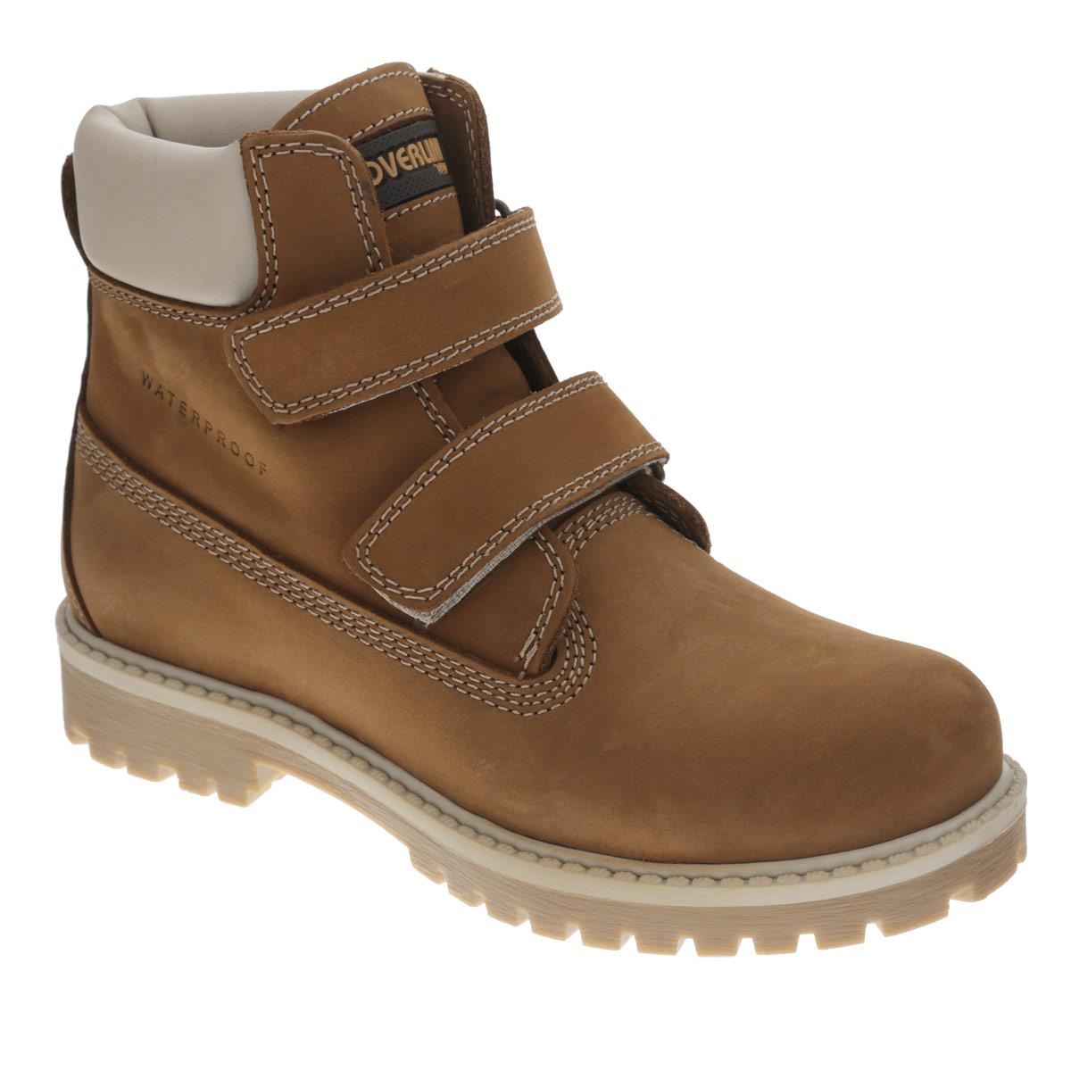 Ботинки для мальчика. 53166/54166T53166Т-1Модные ботинки от Kapika покорят вас и вашего мальчика с первого взгляда! Модель выполнена из натурального нубука с водоотталкивающей пропиткой и дополнена вставкой из натуральной кожи на голенище. Два ремешка на застежках-липучках, расположенные поверх язычка изделия, прочно зафиксируют модель на ноге. Ярлычок на заднике облегчает надевание обуви. Антибактериальная стелька эффективно поглощает запахи и влагу, снижает утомляемость ног при длительных физических нагрузках. Супинатор на стельке предотвращает развитие плоскостопия. Каблук и подошва с протектором гарантируют идеальное сцепление с любыми поверхностями. Удобные ботинки - необходимая вещь в гардеробе каждого ребенка.