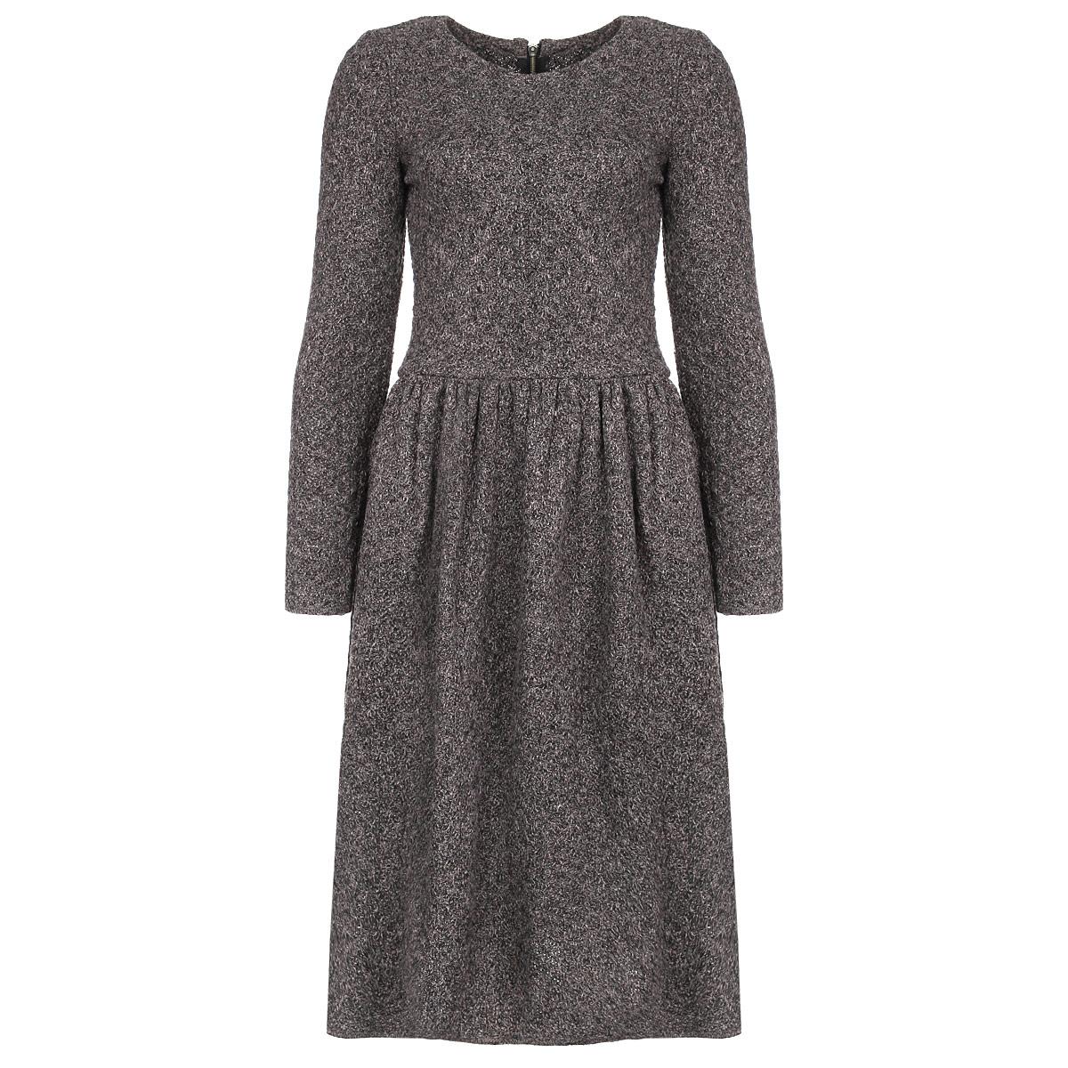 Платье904Стильное вязаное платье Milana Style изготовлено из высококачественной шерсти. Такое платье обеспечит вам комфорт и удобство при носке. Платье с длинными рукавами и с круглым вырезом горловины застегивается по спинке на металлическую застежку-молнию. От линии талии заложены складочки. Фактурная вязка придает изделию оригинальность. По бокам предусмотрены два втачных кармана, украшенных вставками из искусственной кожи. Приталенный силуэт великолепно подчеркнет достоинства фигуры. Это модное и удобное платье станет превосходным дополнением к вашему гардеробу, оно подарит вам удобство и поможет вам подчеркнуть свой вкус и неповторимый стиль.