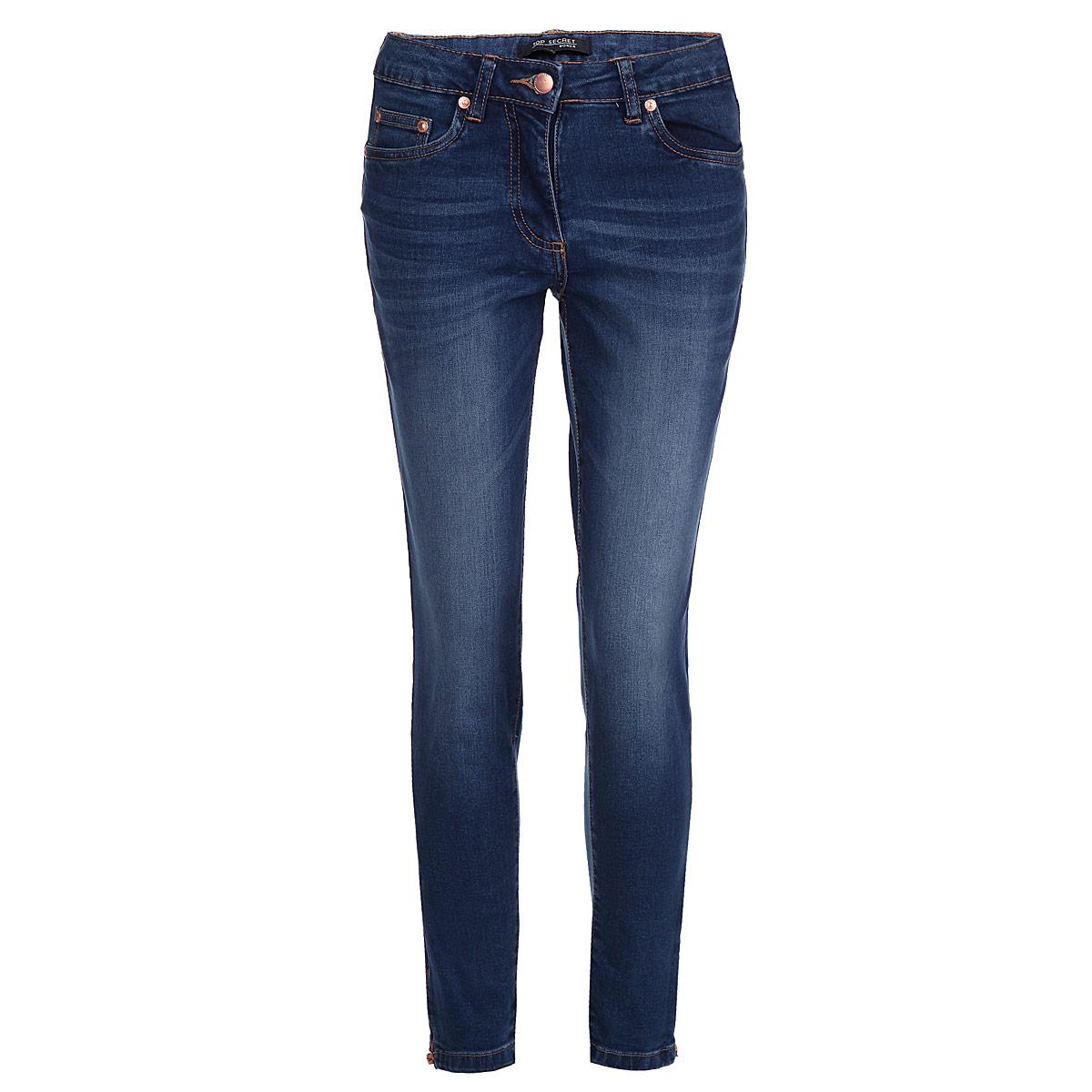 Джинсы женские. SSP2016NISSP2016NIСтильные женские джинсы Top Secret выполнены из высококачественного эластичного хлопка. Модель прямого кроя и классической посадки станет отличным дополнением к вашему современному образу. Джинсы застегиваются на пуговицу в поясе и ширинку на застежке-молнии, имеются шлевки для ремня. Джинсы имеют классический пятикарманный крой: спереди модель оформлены двумя втачными карманами и одним маленьким накладным кармашком, а сзади - двумя накладными карманами. Штанины оформлены декоративными молниями снизу. Эти модные и в тоже время комфортные джинсы послужат отличным дополнением к вашему гардеробу.