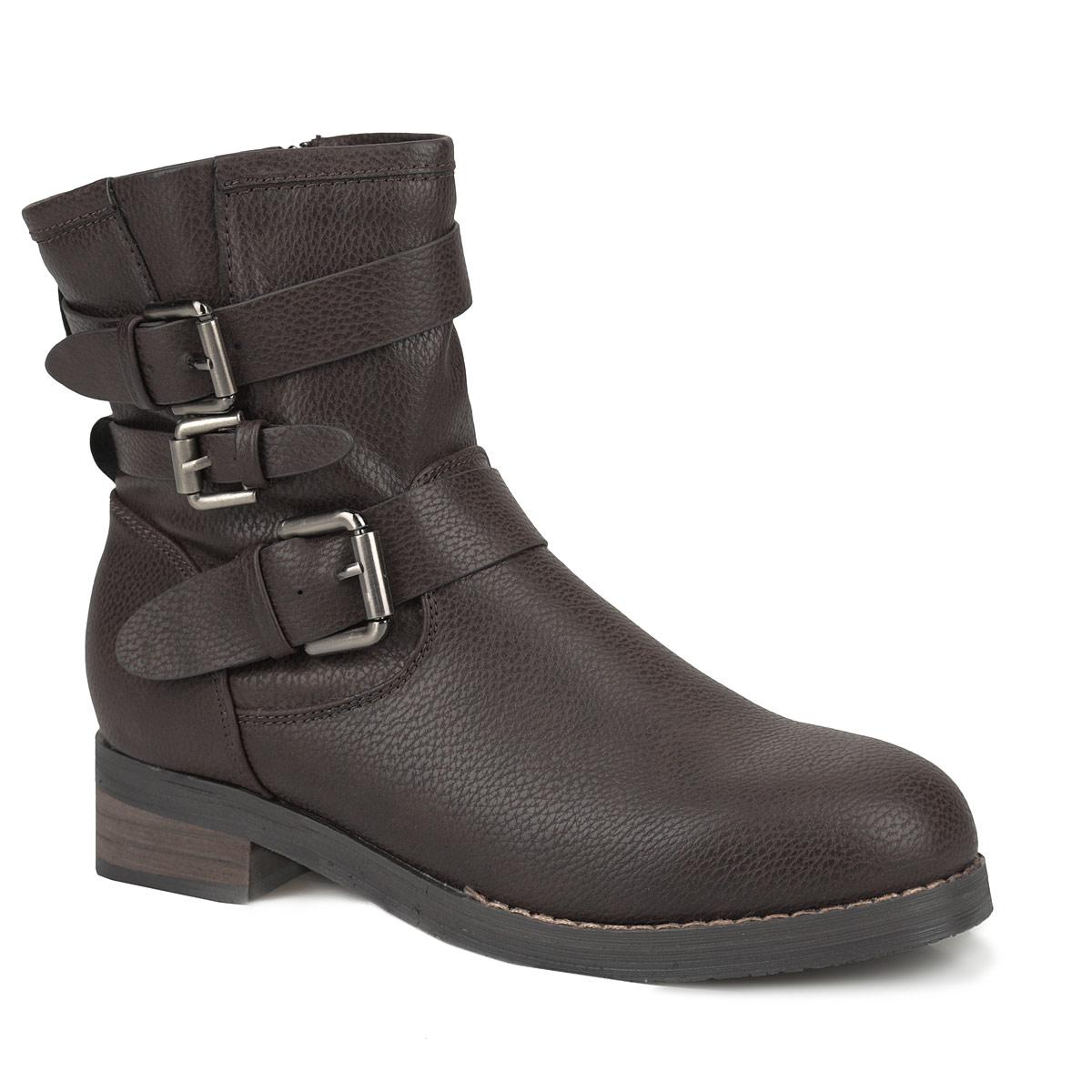 YA3-037-01 KXУдобные ботинки от Yaro займут достойное место в вашем гардеробе. Модель выполнена из искусственной кожи и оформлена фактурным тиснением, лаконичной прострочкой, тремя декоративными ремешками с металлическими пряжками (один ремешок расположен на подъеме, два ремешка, пропущенные через шлевки на заднем ремне, украшают голенище). Ботинки застегиваются при помощи застежки-молнии, расположенной на одной из боковых сторон. Подкладка и стелька из байки согреют ваши ноги в холодную погоду. Умеренной высоты каблук стилизован под дерево. Рифленая поверхность подошвы гарантирует отличное сцепление с любыми поверхностями. В таких ботинках вы всегда будете чувствовать себя уютно и комфортно!