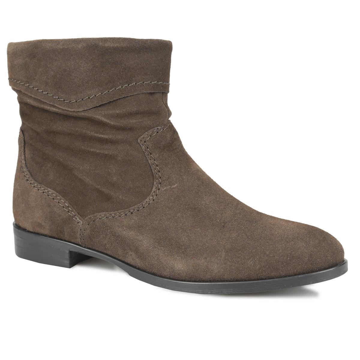 Ботинки женские. 1-1-25005-25-2301-1-25005-25-230Модные женские ботинки от Tamaris заинтересуют вас своим дизайном. Модель выполнена из натуральной кожи. Верх изделия декорирован отворотом. Утепленная подкладка защитит ноги от холода и обеспечит комфорт. Ботинки застегиваются на застежку-молнию, расположенную сбоку. Подошва из резины с рельефным протектором обеспечивает отличное сцепление на любой поверхности. В этих ботинках вашим ногам будет комфортно и уютно. Они подчеркнут ваш стиль и индивидуальность.