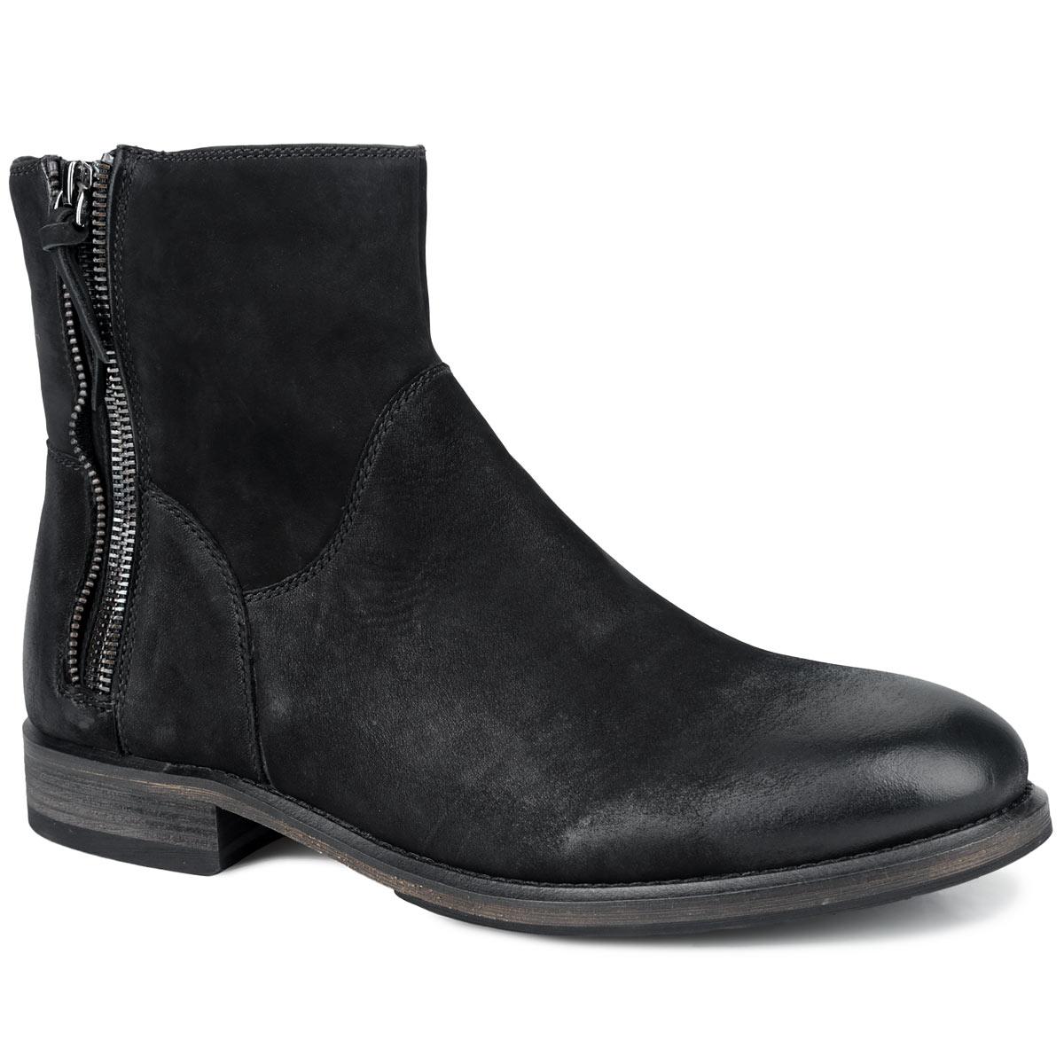 Ботинки мужские. M21069M21069Стильные мужские ботинки от Vitacci заинтересуют вас своим дизайном с первого взгляда! Модель выполнена из натурального нубука, плавно переходящего в гладкую кожу на мысе и заднике. Подкладка и стелька, выполненные из мягкого ворсина, защитят ноги от холода и обеспечат комфорт. Сбоку изделие оформлено оригинальной декоративной молнией. Ботинки застегиваются на застежку-молнию, расположенную сбоку. Подошва из резины с рельефным протектором обеспечивает отличное сцепление на любой поверхности. В этих ботинках вашим ногам будет комфортно и уютно. Они подчеркнут ваш стиль и индивидуальность.