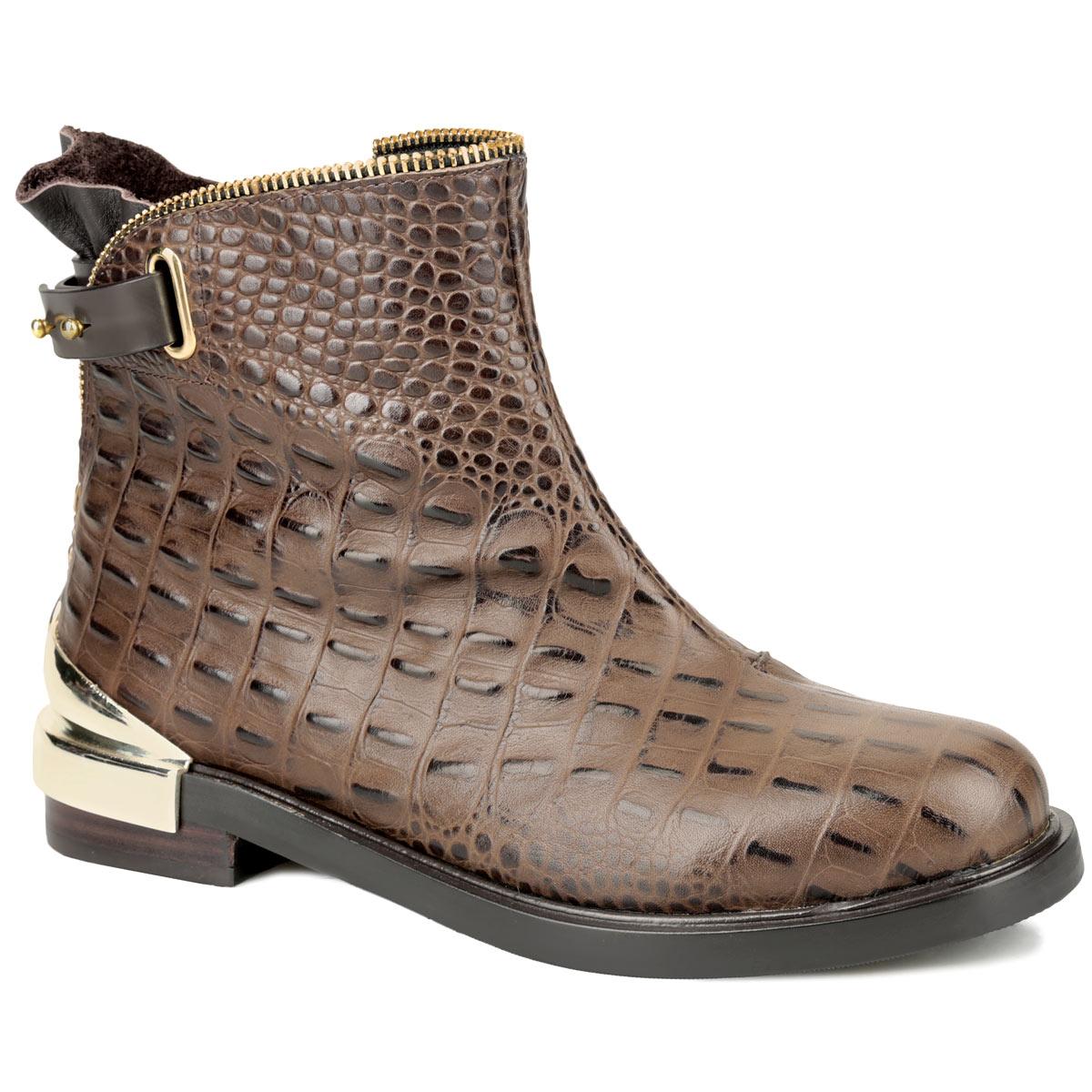 Ботинки женские. 2279522795Стильные женские ботинки от Vitacci заинтересуют вас своим дизайном с первого взгляда! Модель выполнена из натуральной кожи с выделкой под рептилию. Кант декорирован оригинальной молнией, плавно переходящей на задник. Также задник оформлен снизу металлической вставкой, а сверху - декоративным ремешком, закрывающимся на гвоздики. Ботинки застегиваются на застежку-молнию, расположенную сбоку. Подкладка и стелька - из мягкого ворсина, защитят ноги от холода и обеспечат комфорт. Подошва с оригинальным рифленым рисунком обеспечивает идеальное сцепление с разными поверхностями. Ультрамодные ботинки не оставят вас незамеченной!